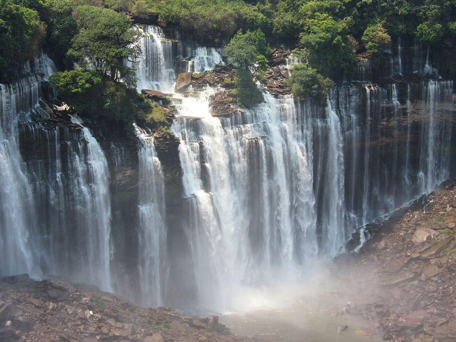 Водопад Каландула вблизи