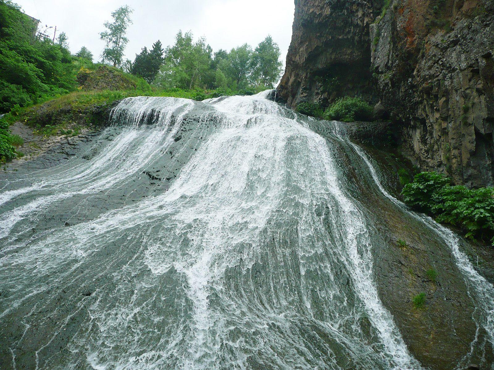 Поток Джермукского водопада