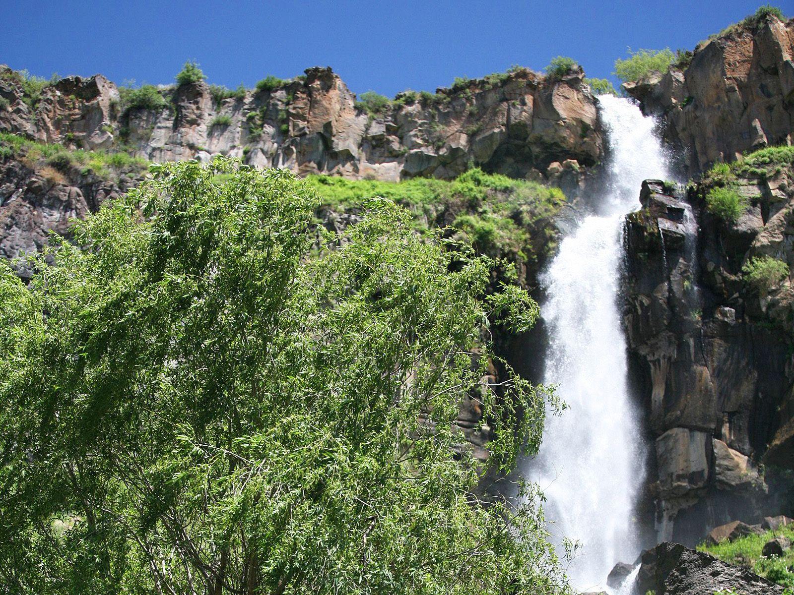 Касахский водопад вблизи