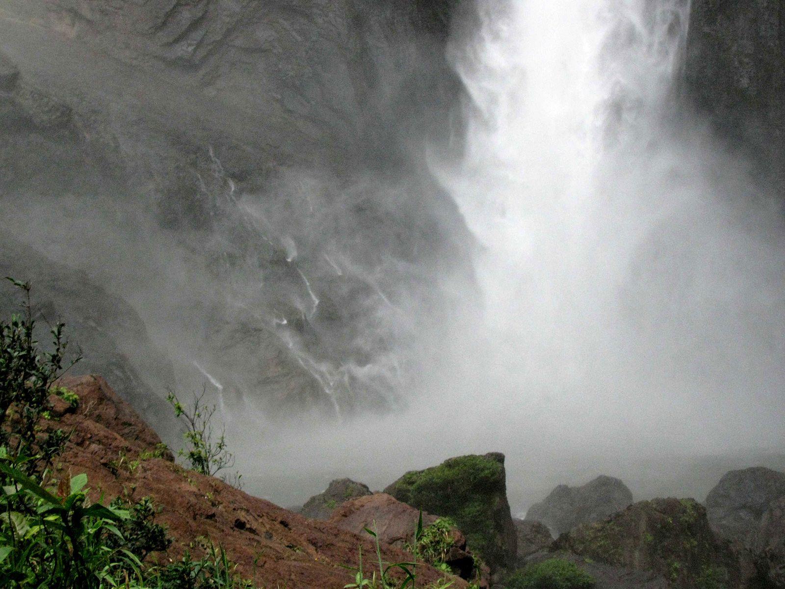 Водопад Уолламан вблизи