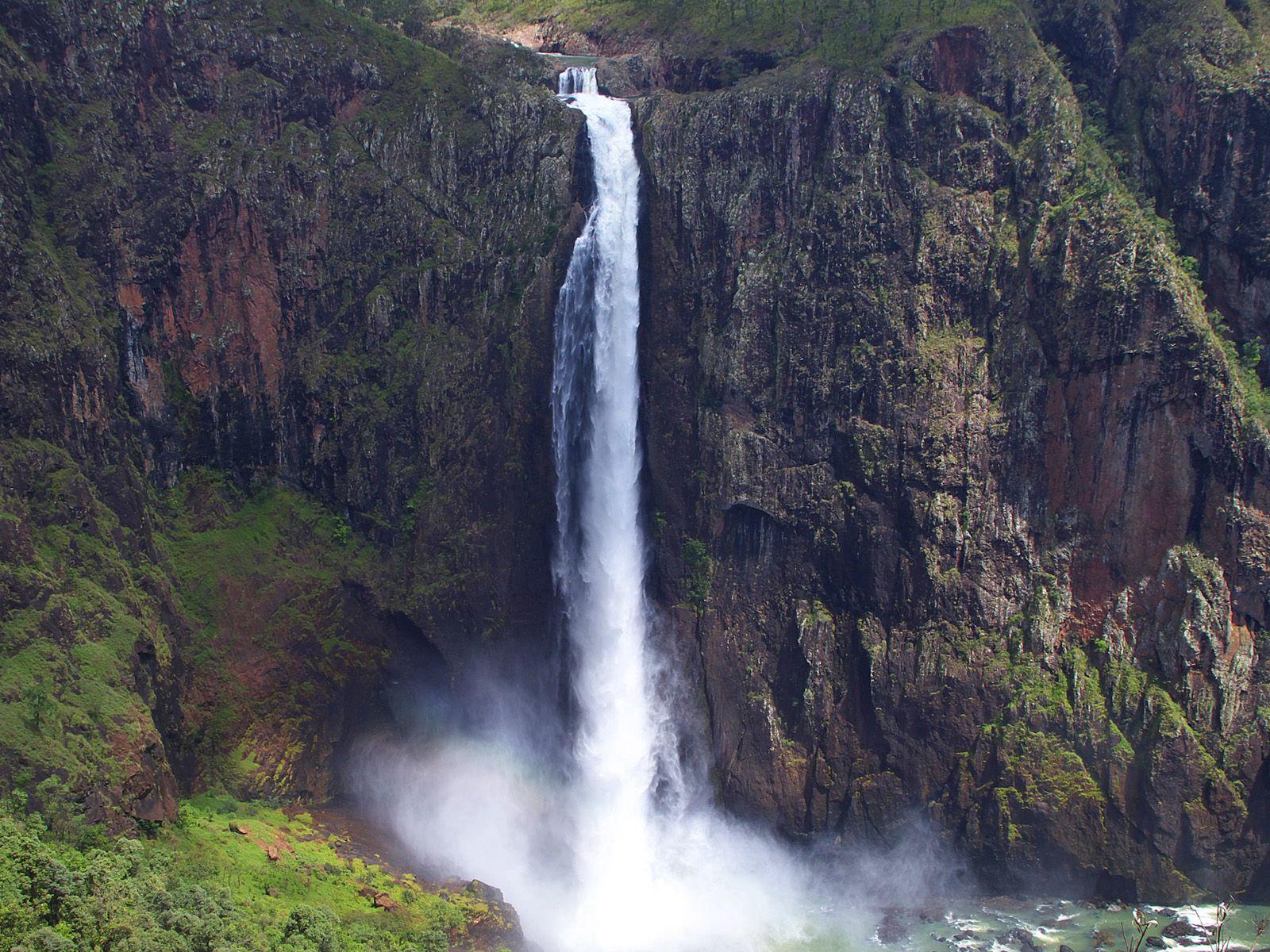 Струя водопада Уолламан