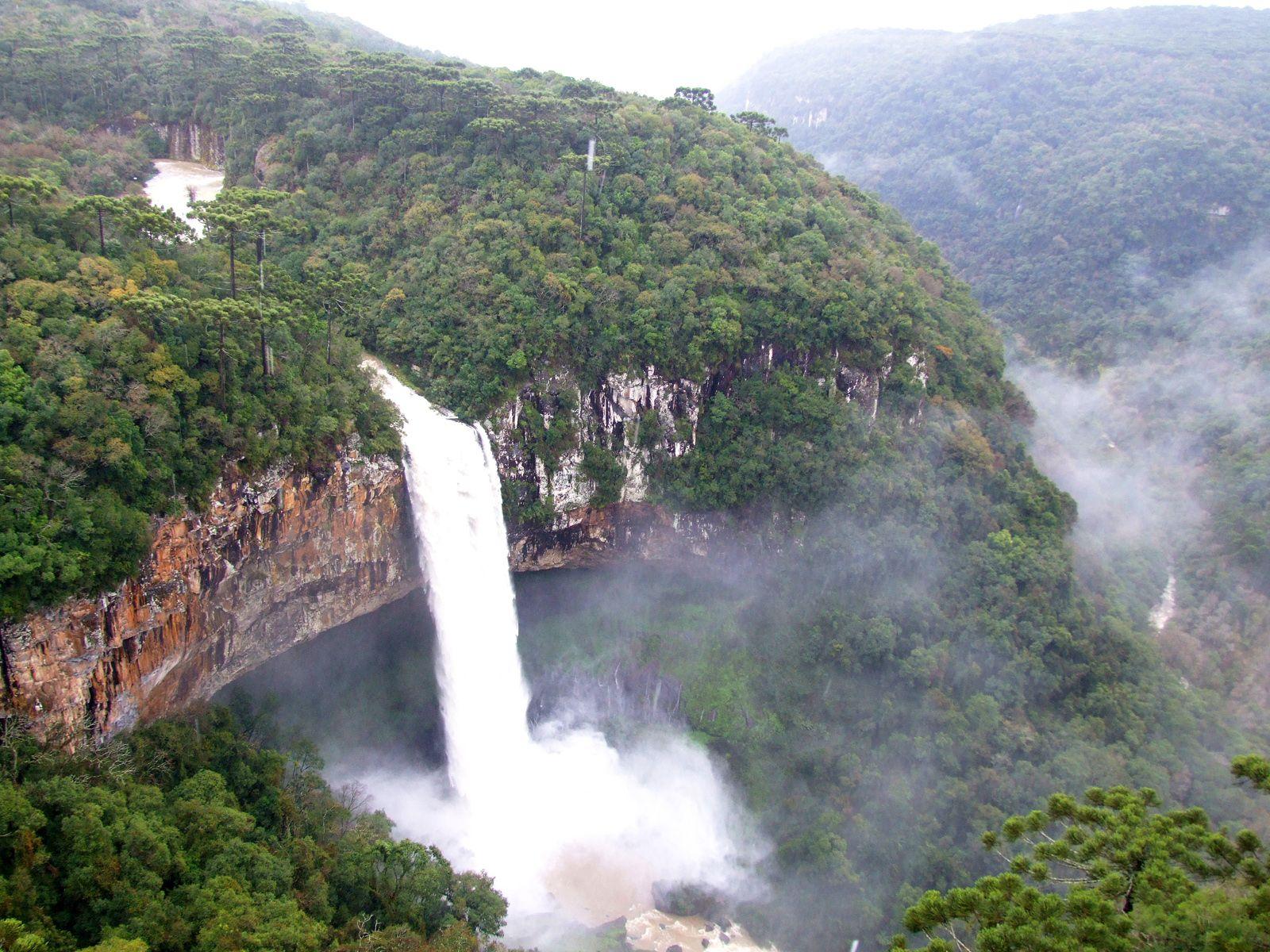 Поток водопада Каракол