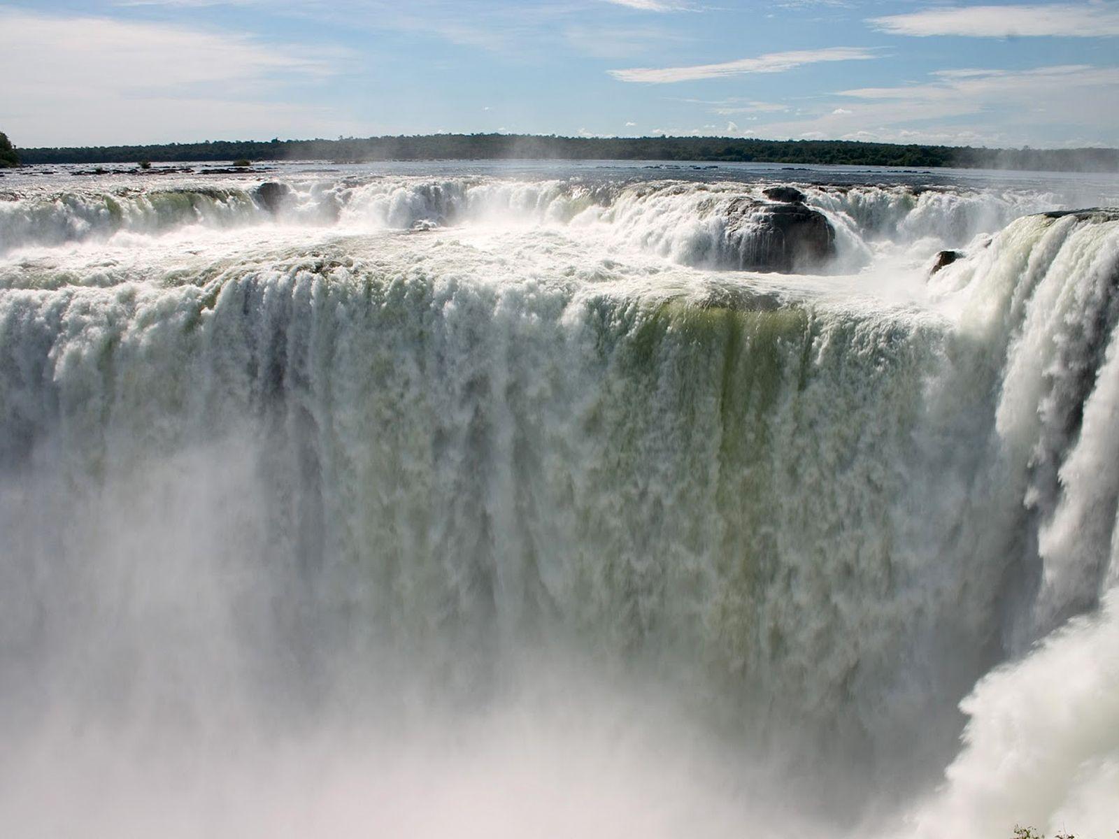Поток водопада Гуайра