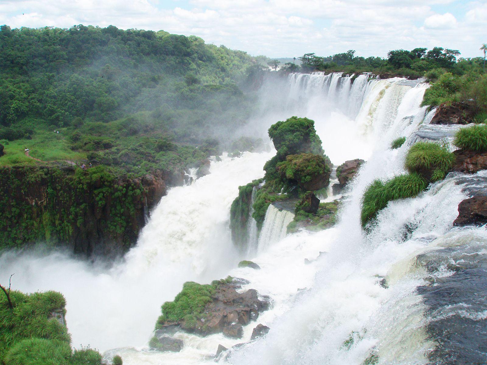 Водопад Игуасу сблизи