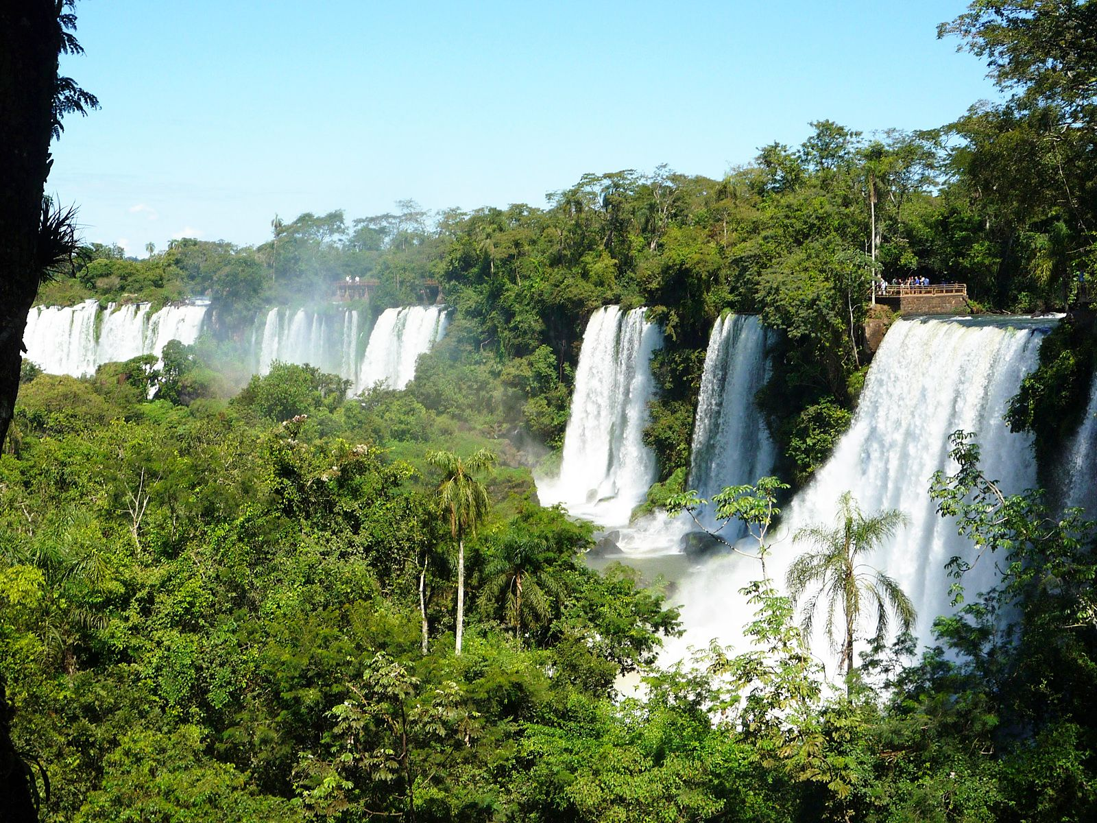 Водопад Игуасу в джунглях