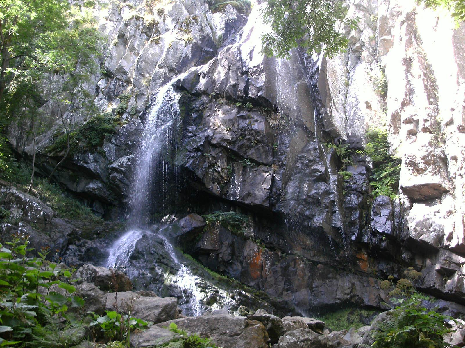 Боянский водопад вблизи