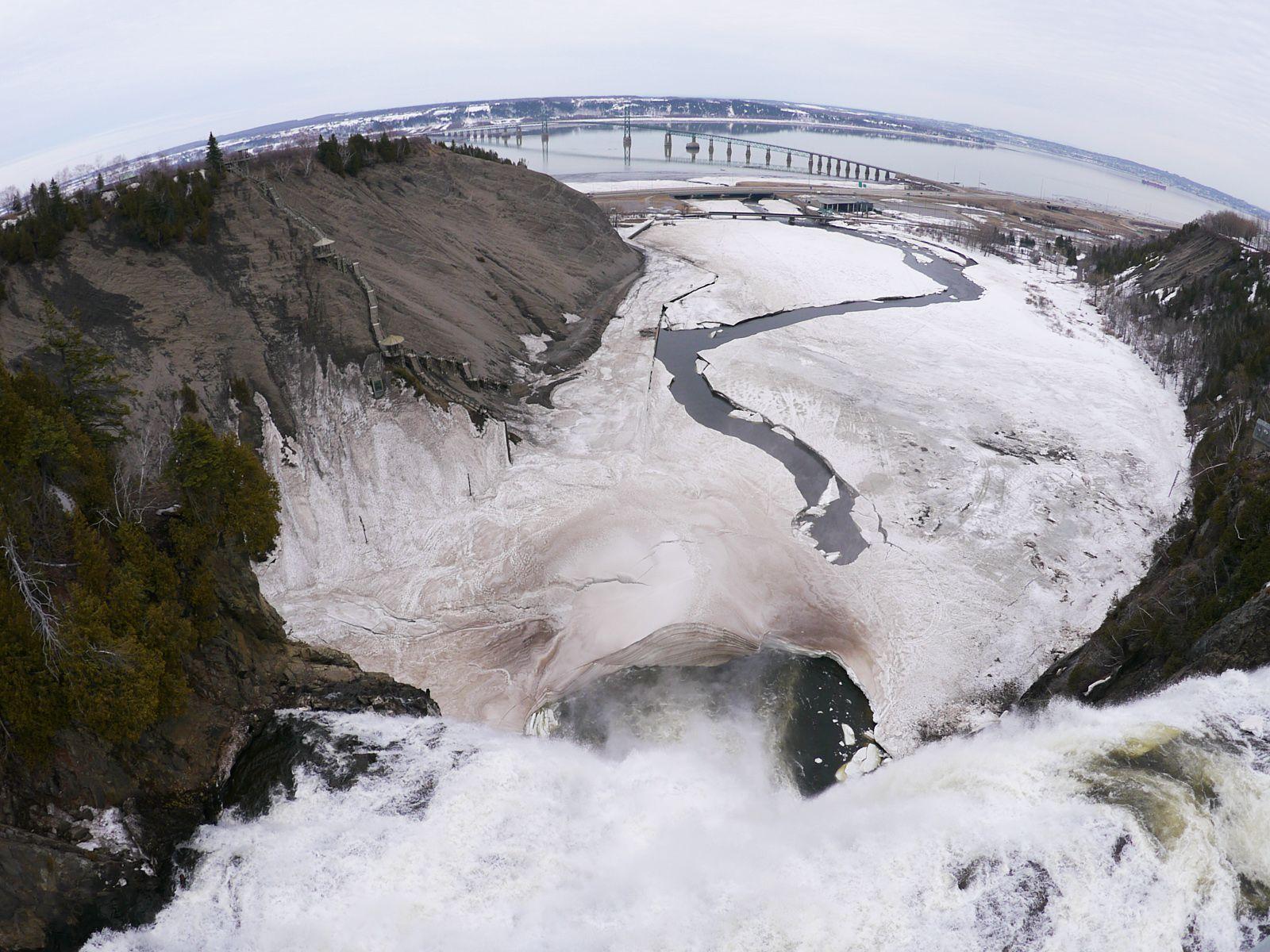 Водопад Монморанси с моста