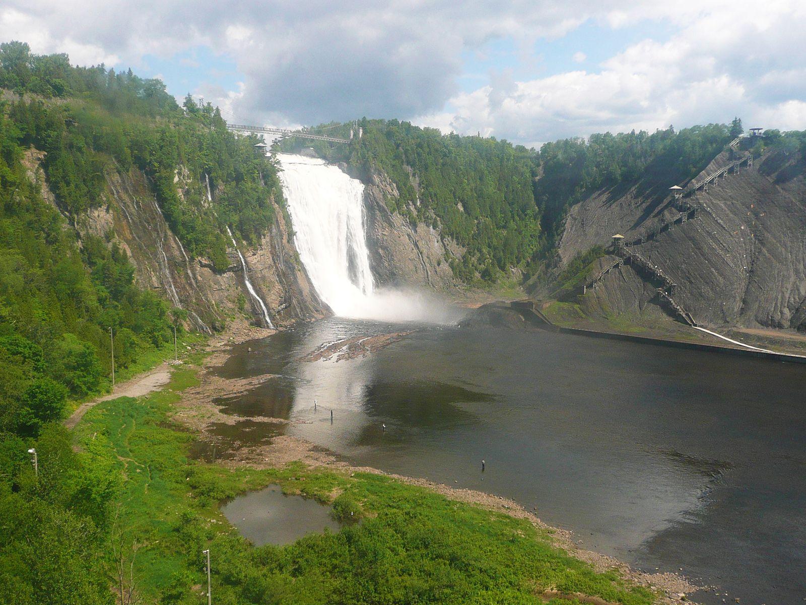 Водопад Монморанси с берега