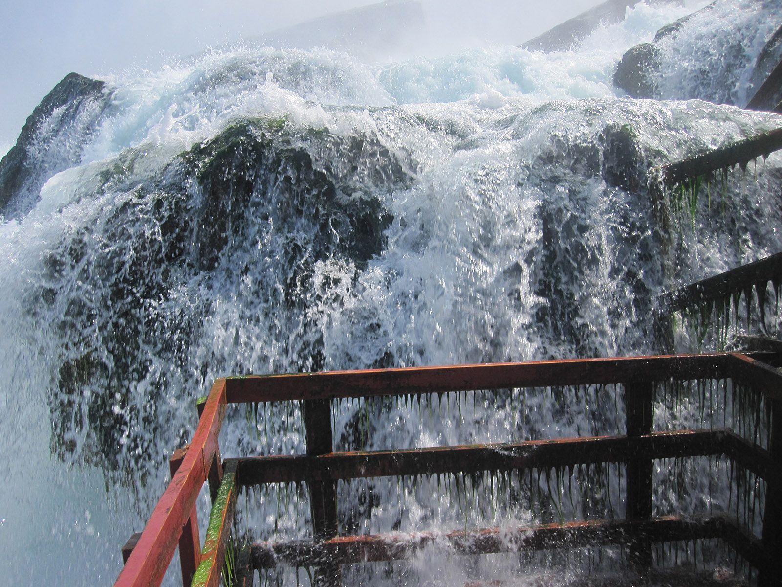 Брызги Ниагарского водопада