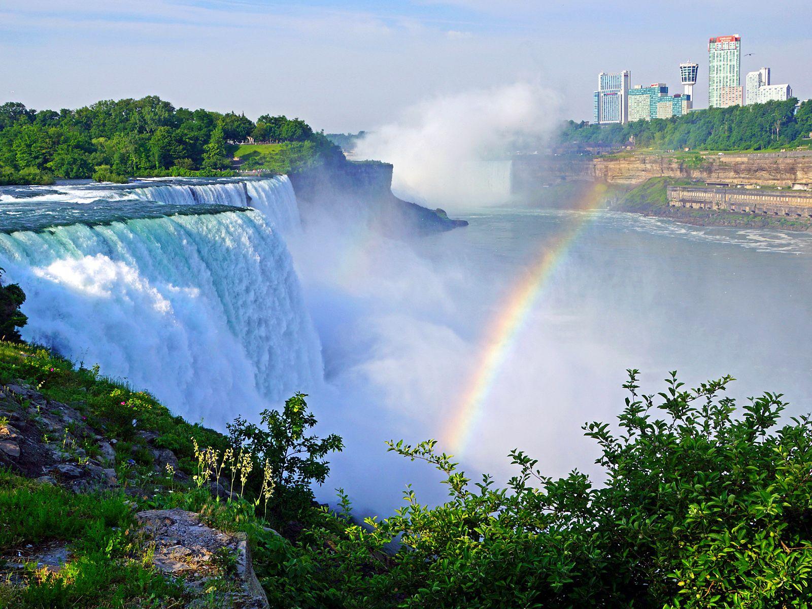 Ниагарский водопад вид на город