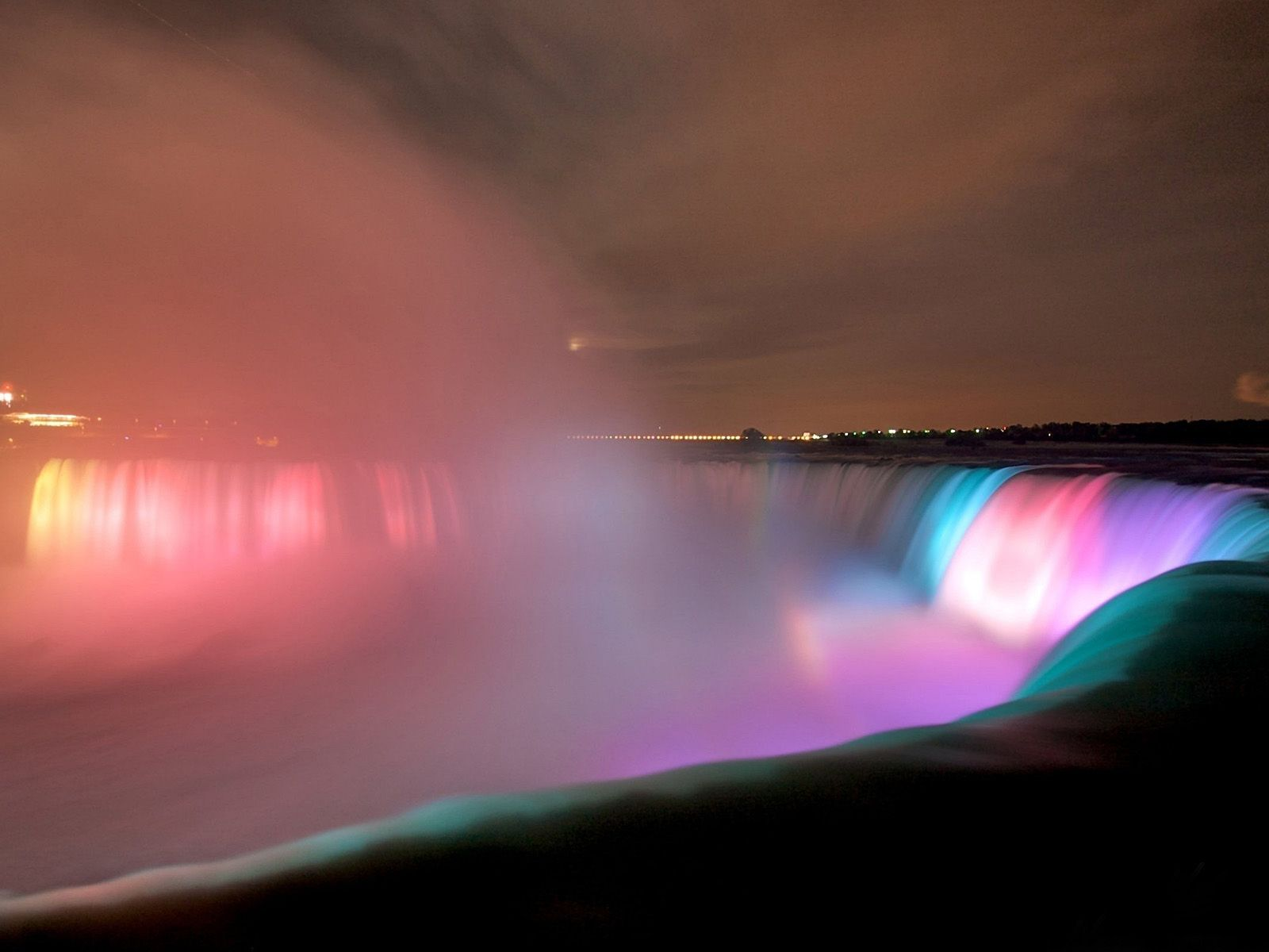 Ночная подсветка Ниагарского водопада