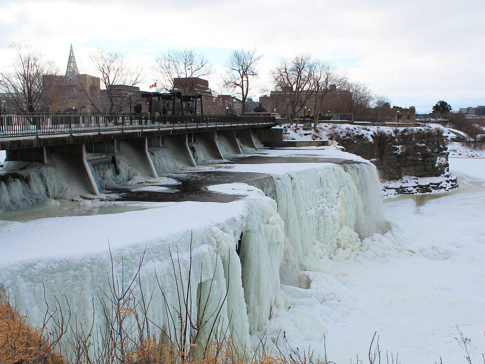 Водопады Ридо замерз