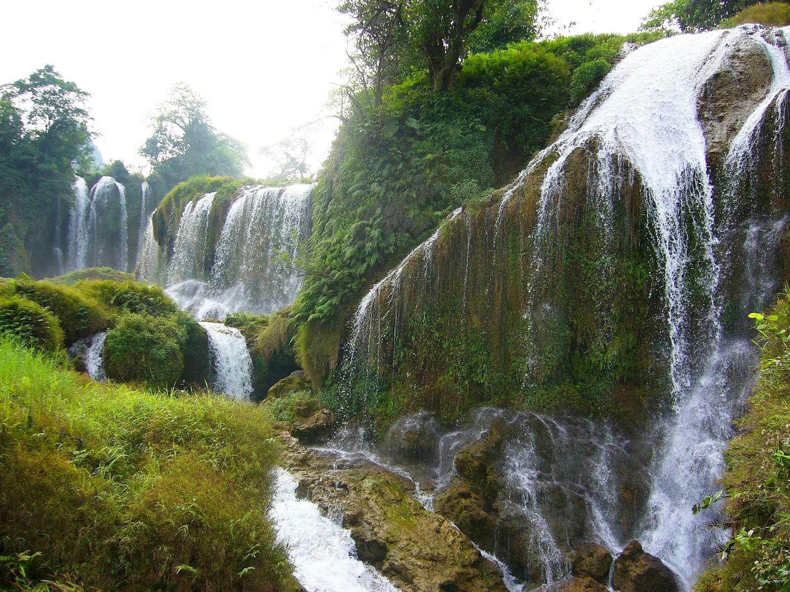 Водопад Детиан вблизи