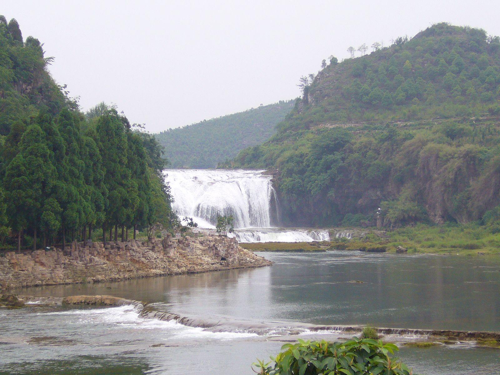 Водопад Хуангошу издалека