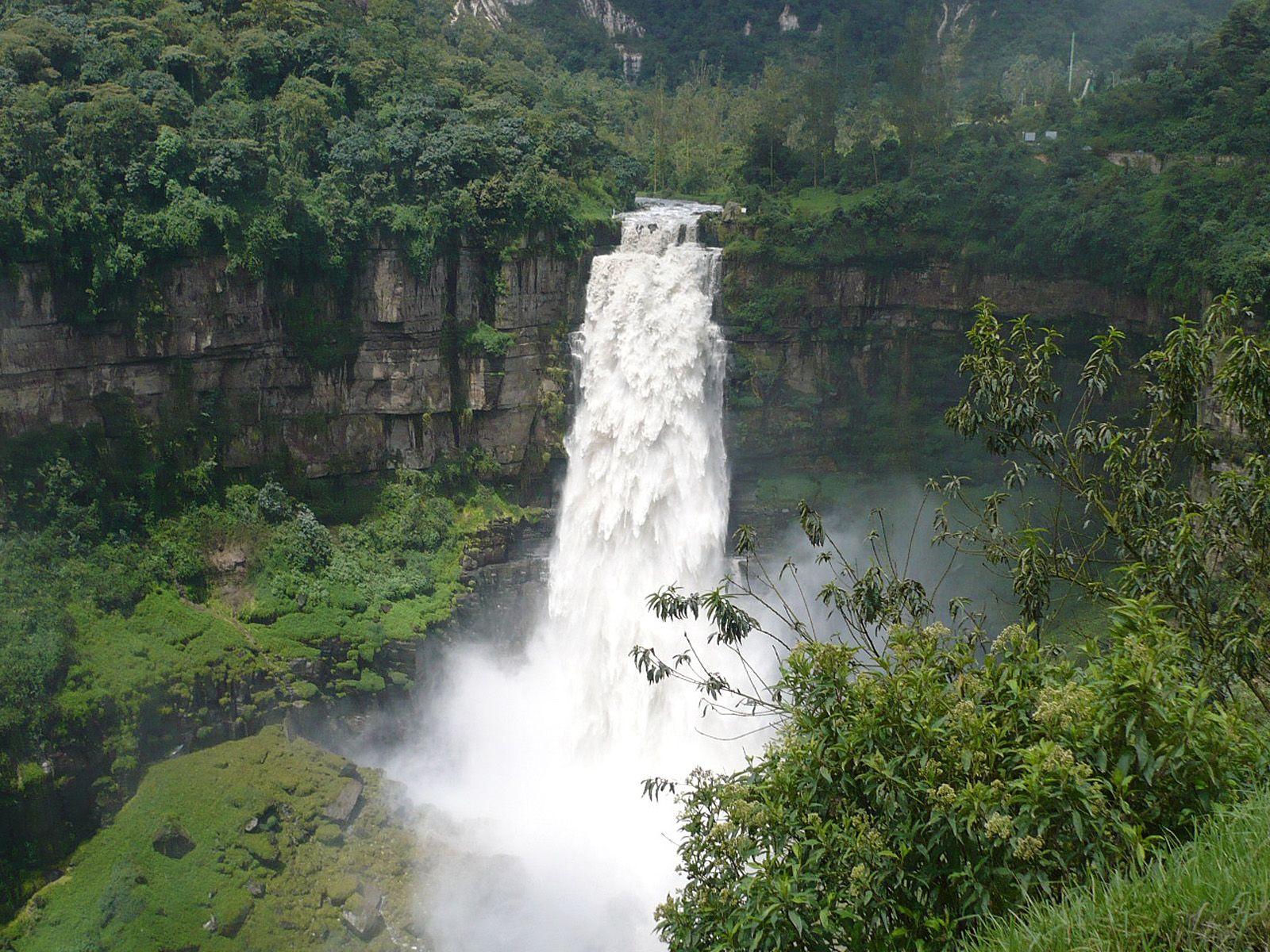 Пейзаж водопада Текендама