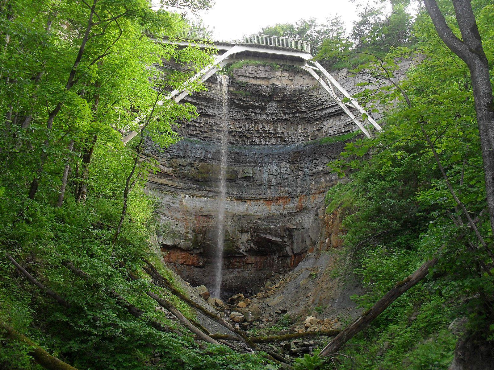 Водопад Валасте снизу