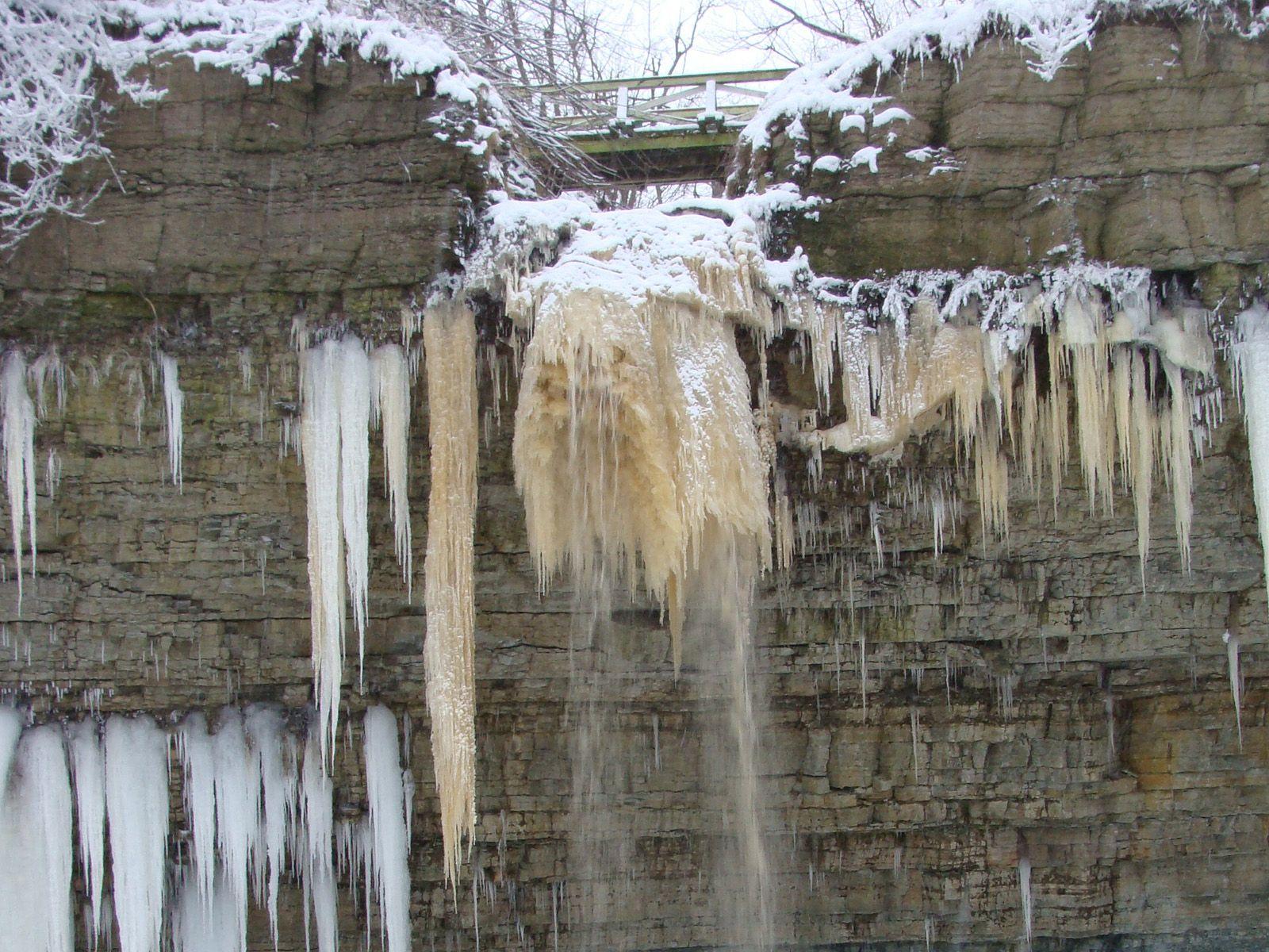 Водопад Валасте во льду