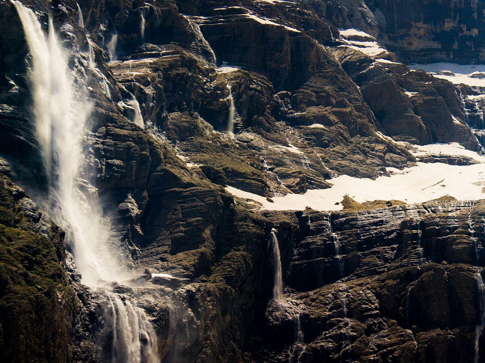 Водопад Гаварни вблизи