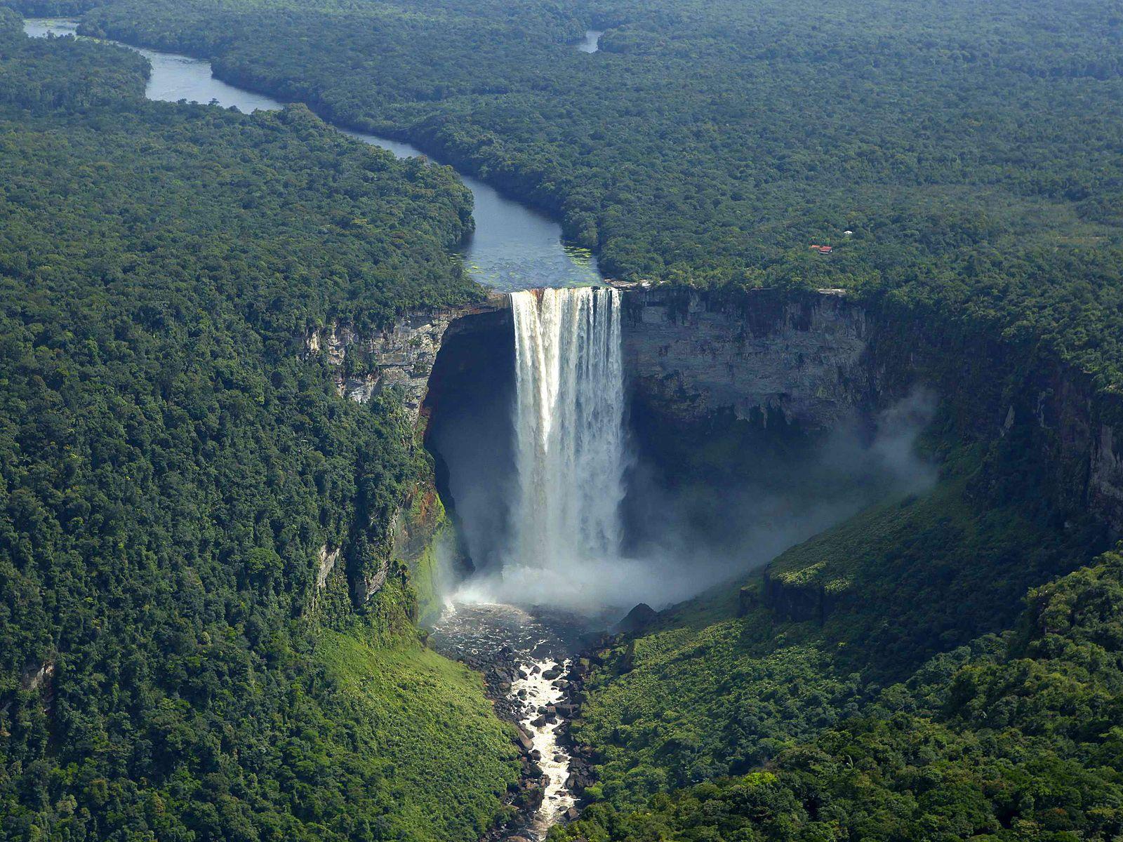 Водопад Кайетур сверху