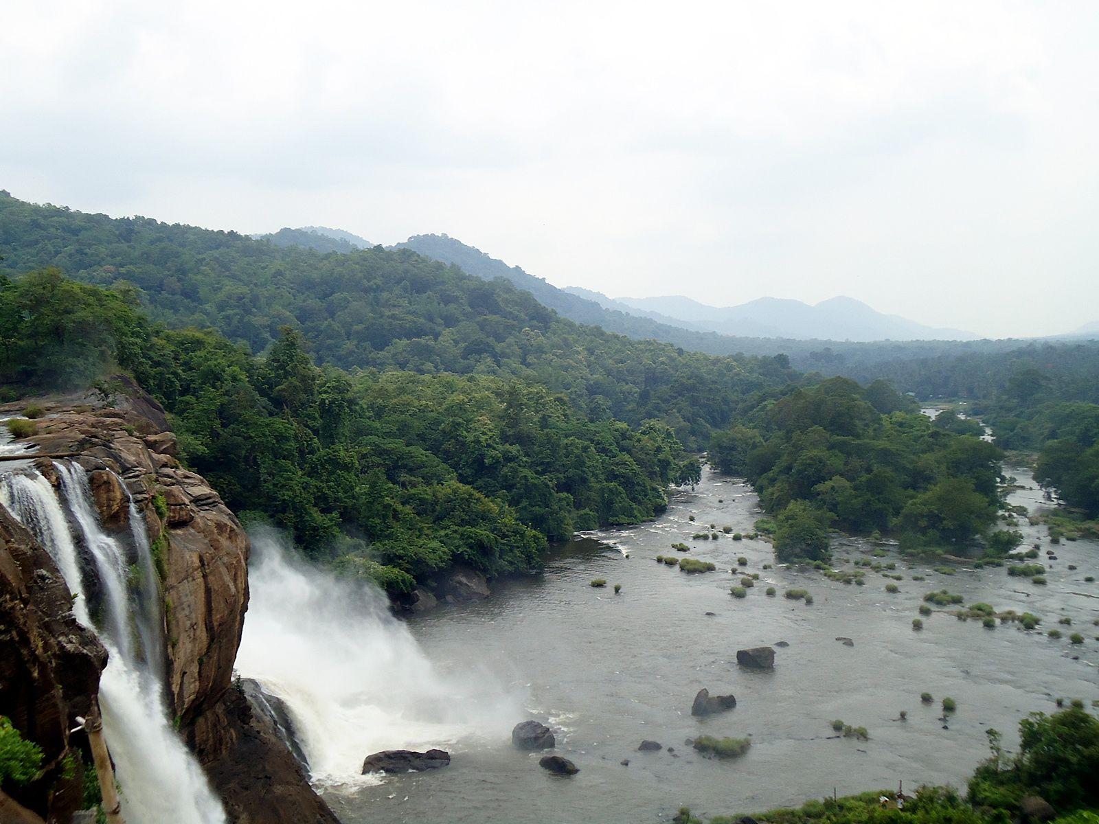 Пейзаж водопада Атираппилли