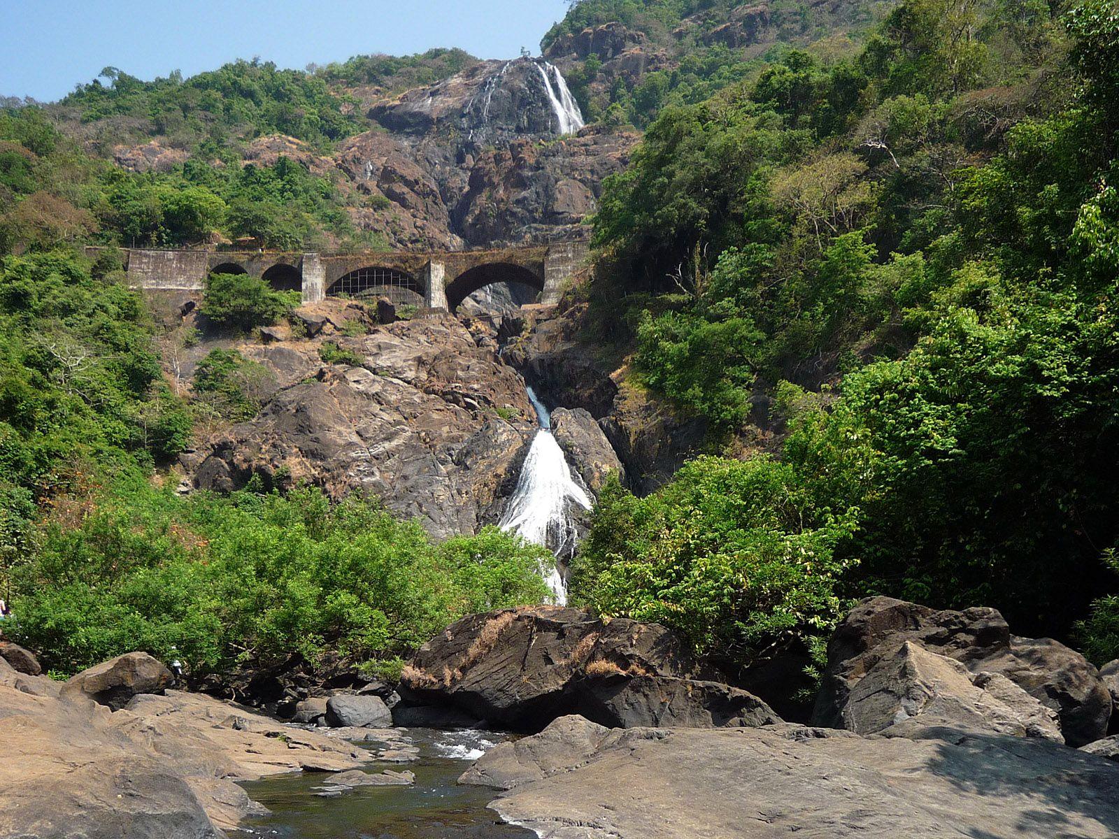 Водопад Дудсагар летом