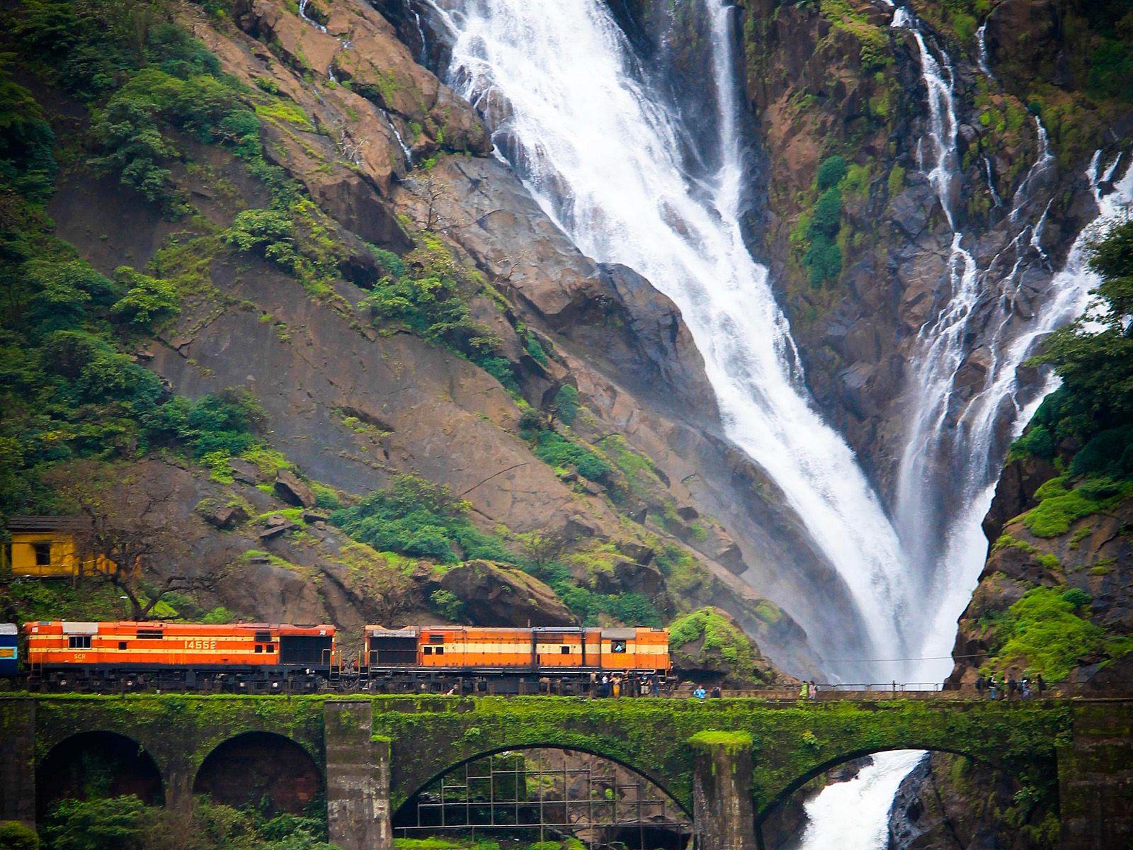 Пейзаж водопада Дудсагар