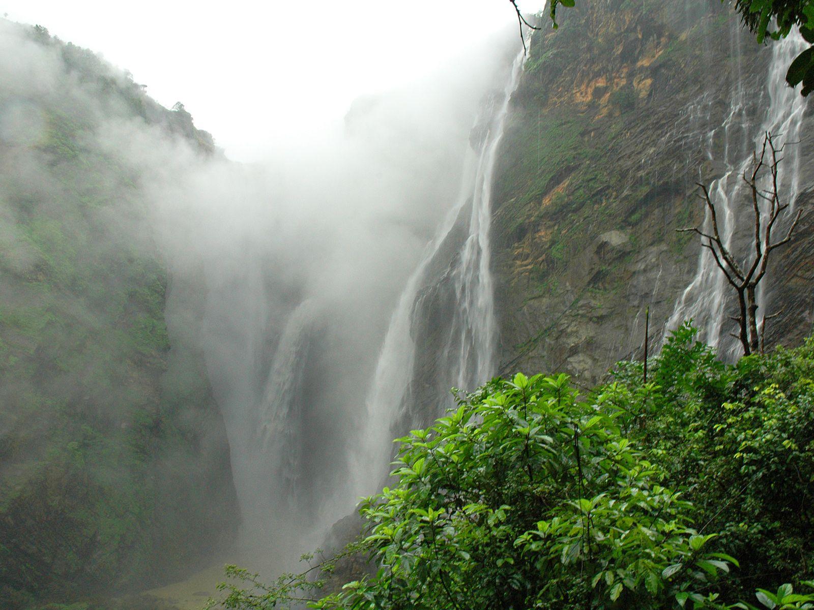 Водопад Джог снизу