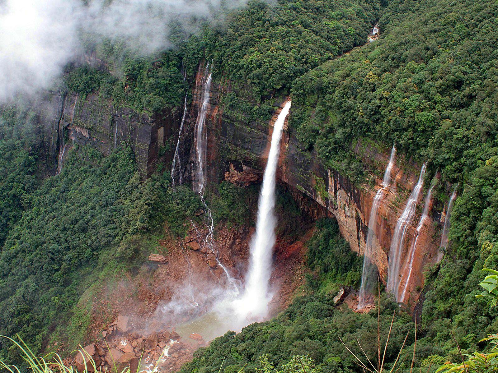 Водопад Нохкайликай