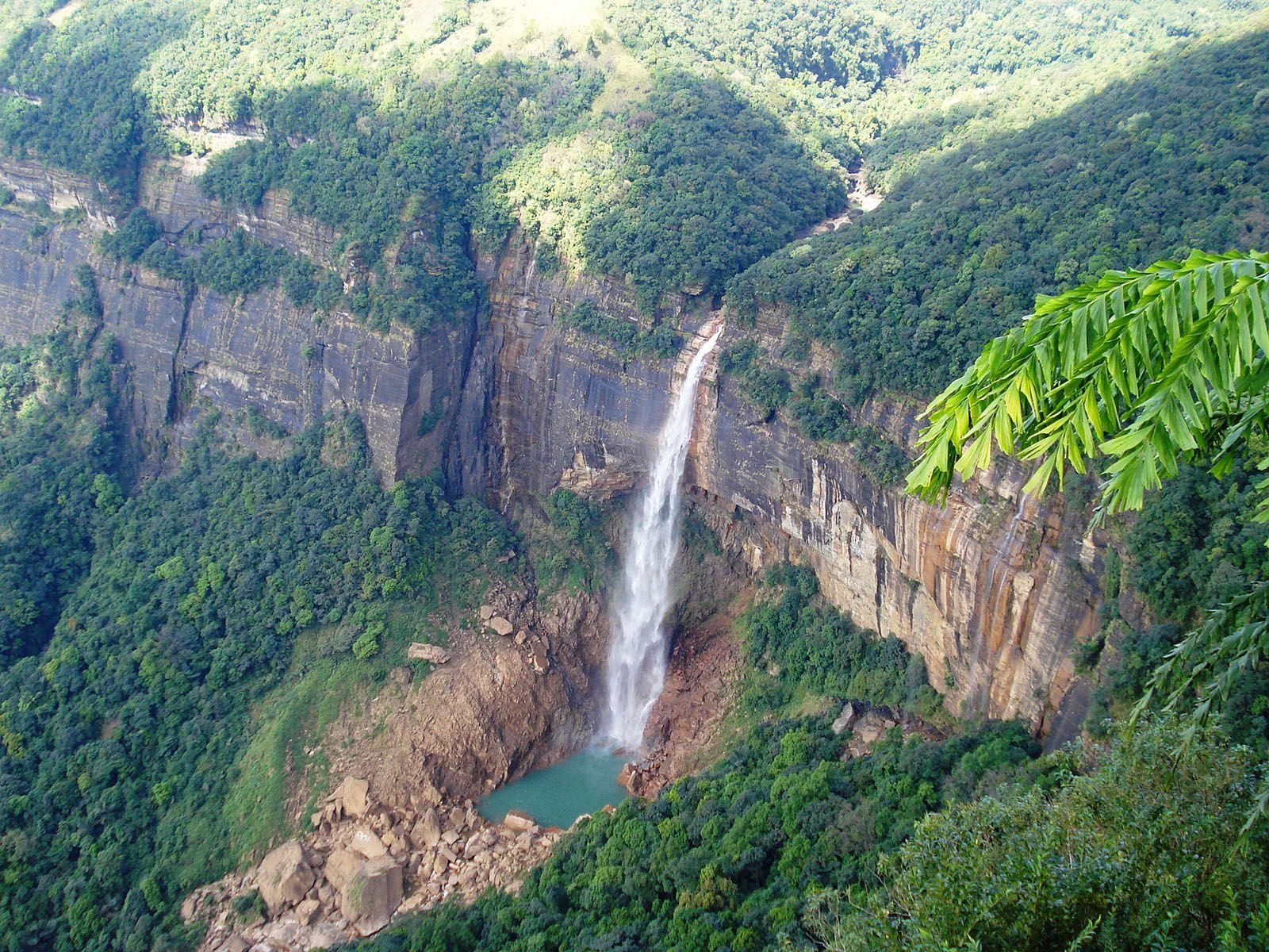 Водопад Нохкайликай с высоты