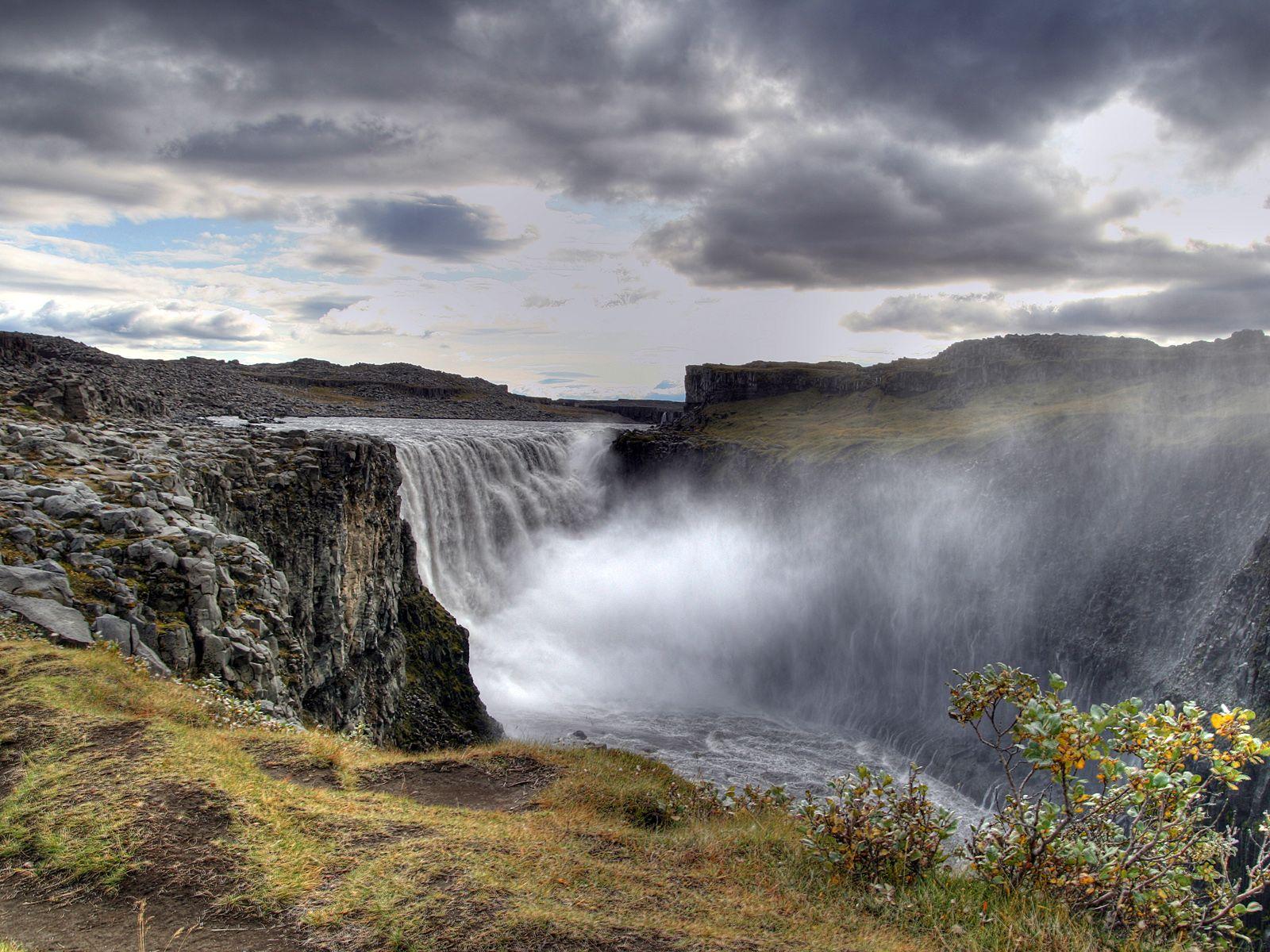 Пейзаж с водопадом Деттифосс