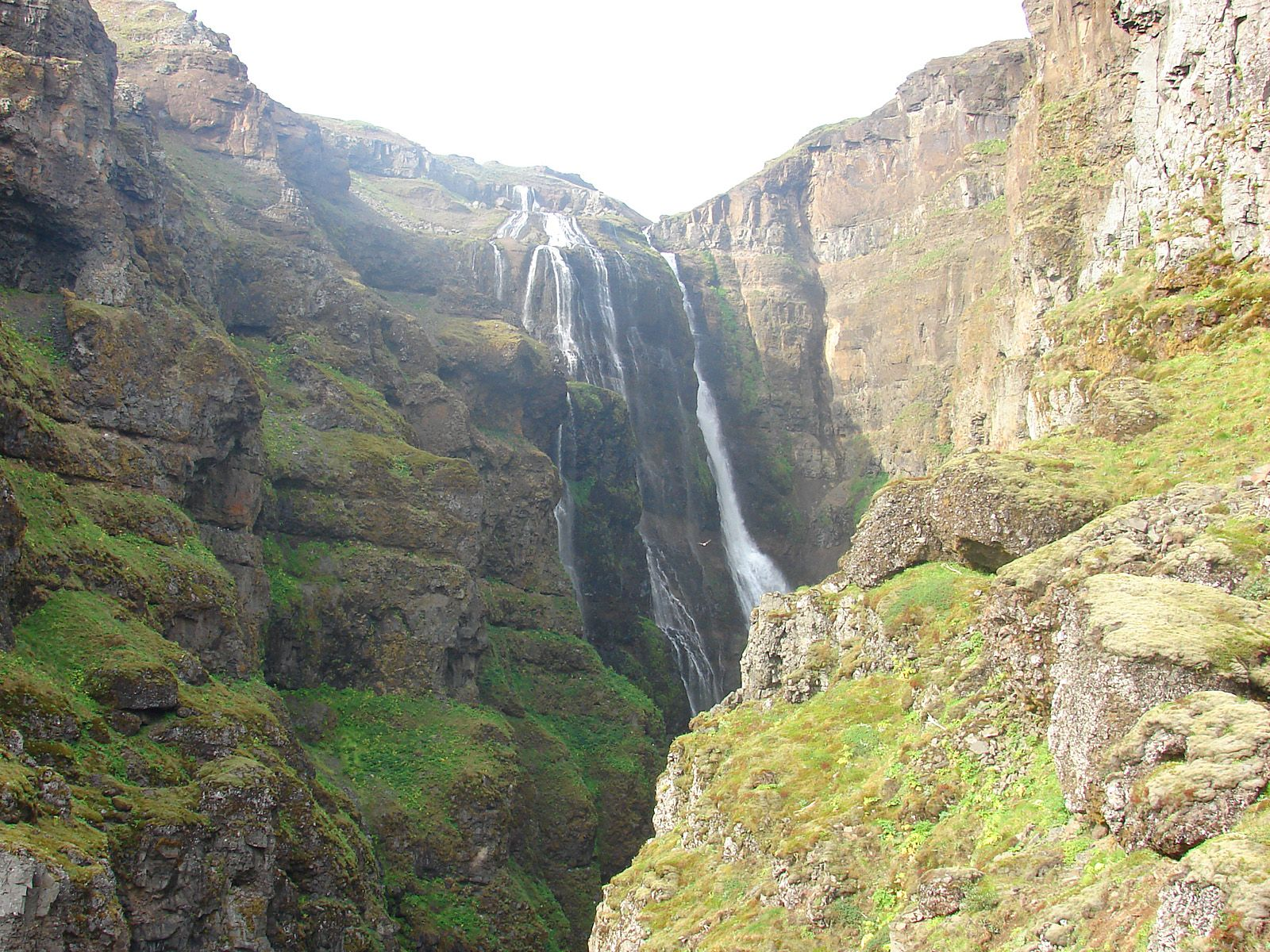 Водопад Глимур снизу