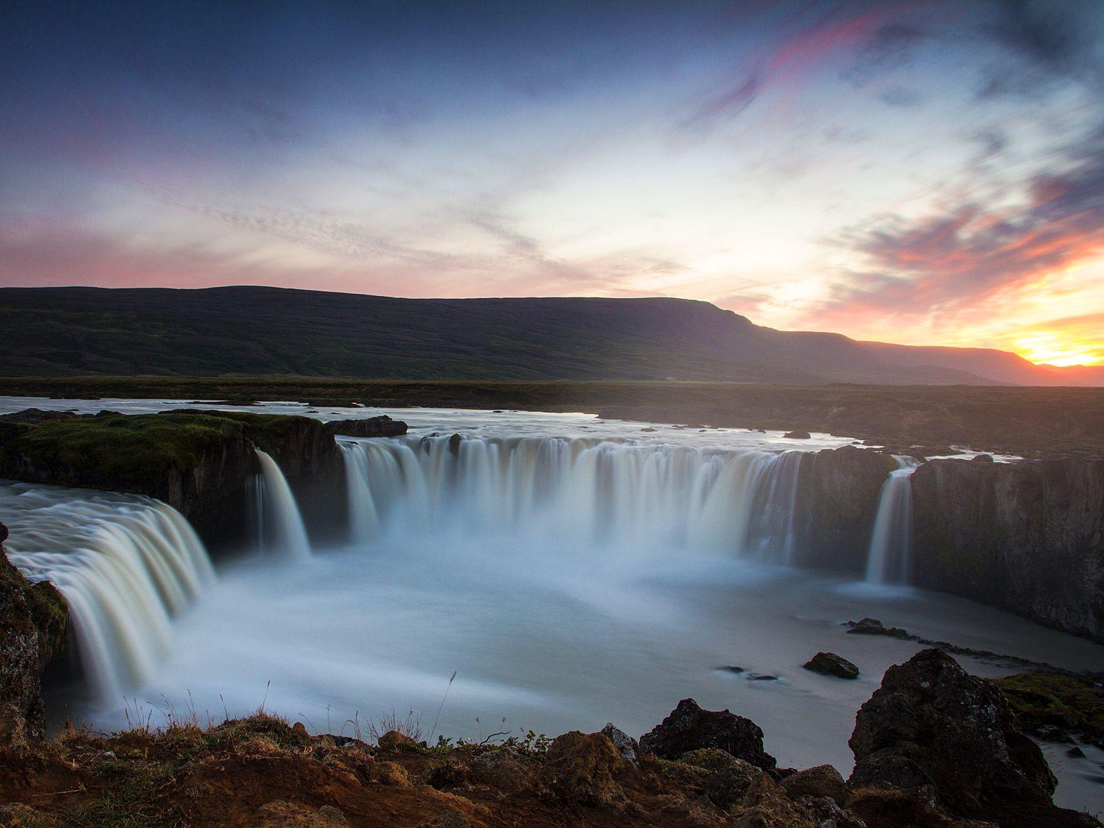 Водопад Годафосс на закате