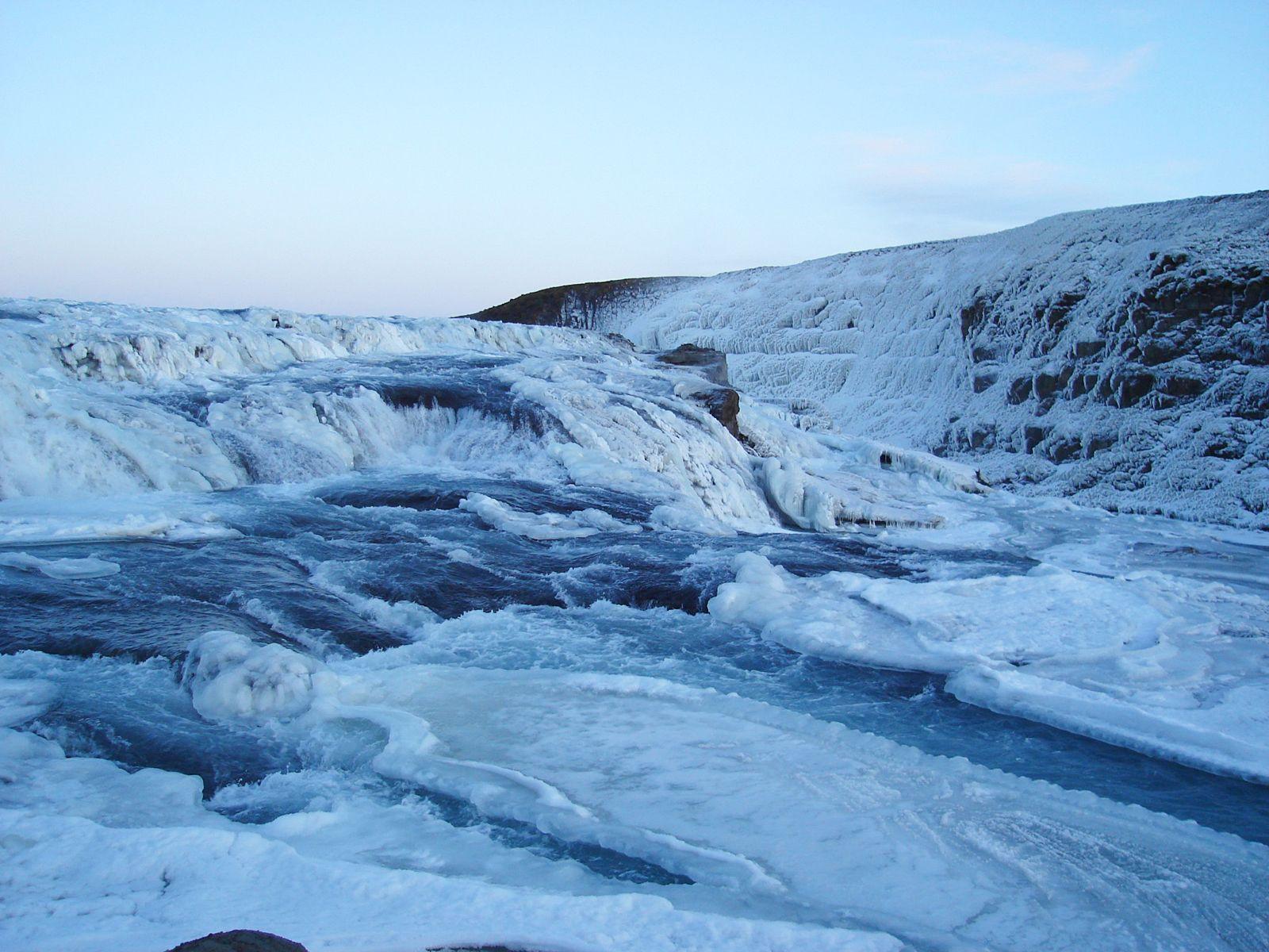 Водопад Гюдльфосс зимой