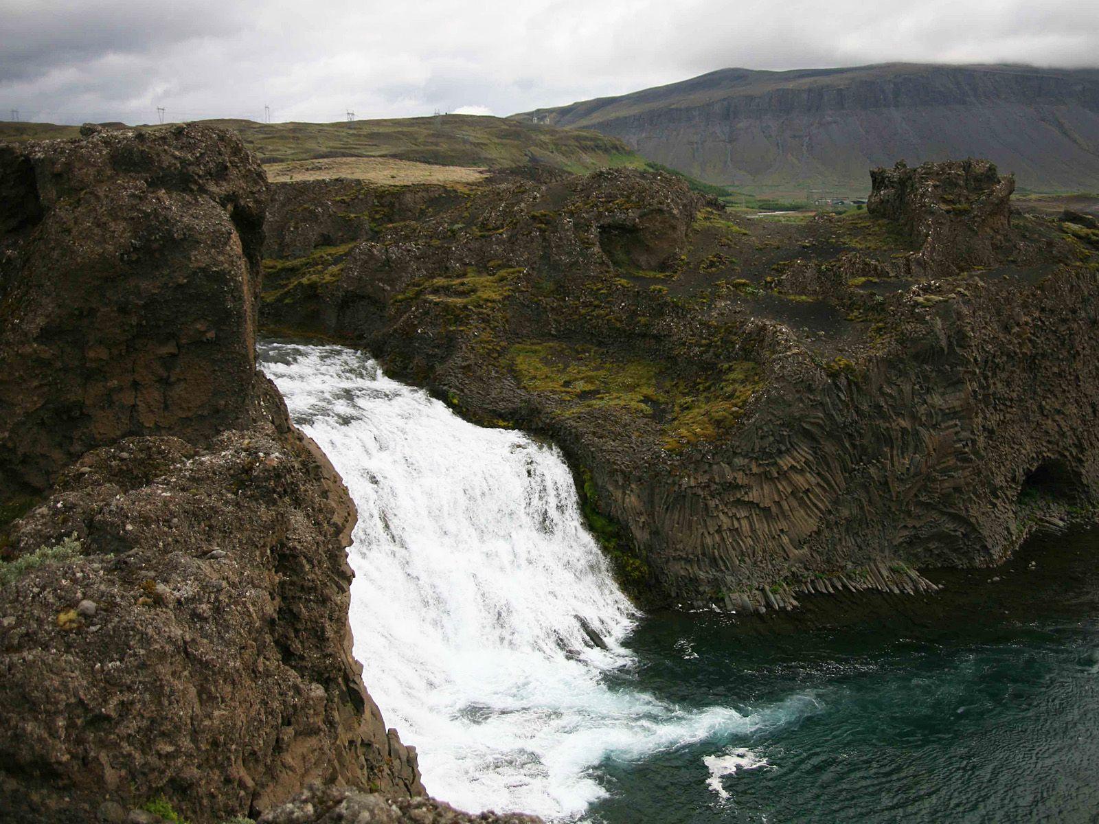 На краю водопада Хьяулпарфосс