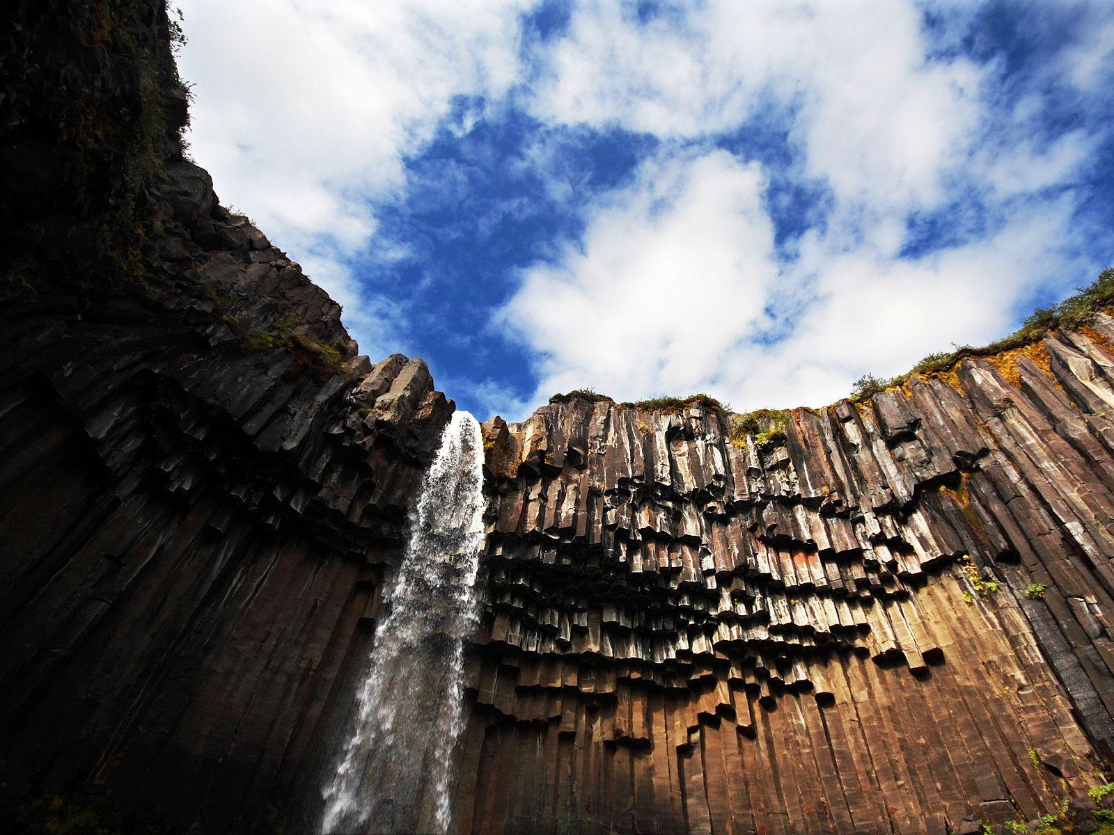 Водопад Свартифосс снизу