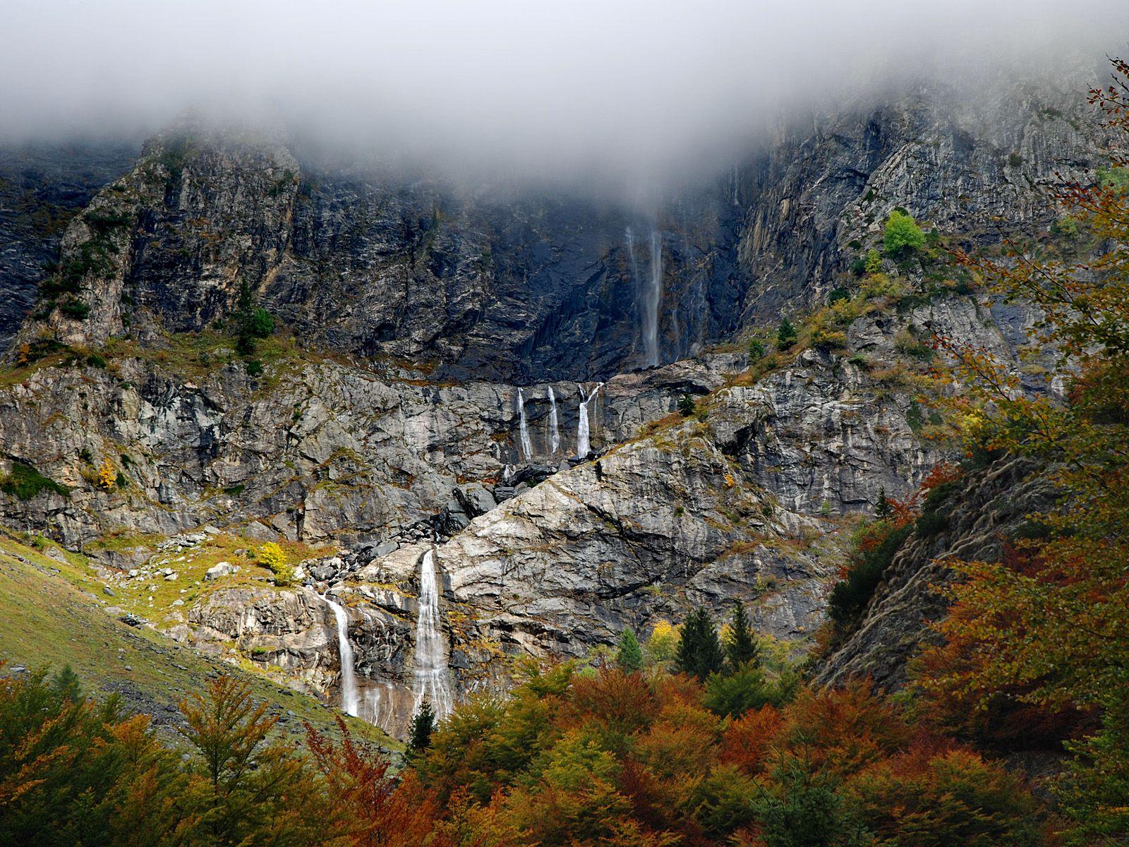 Каскады водопада Серио