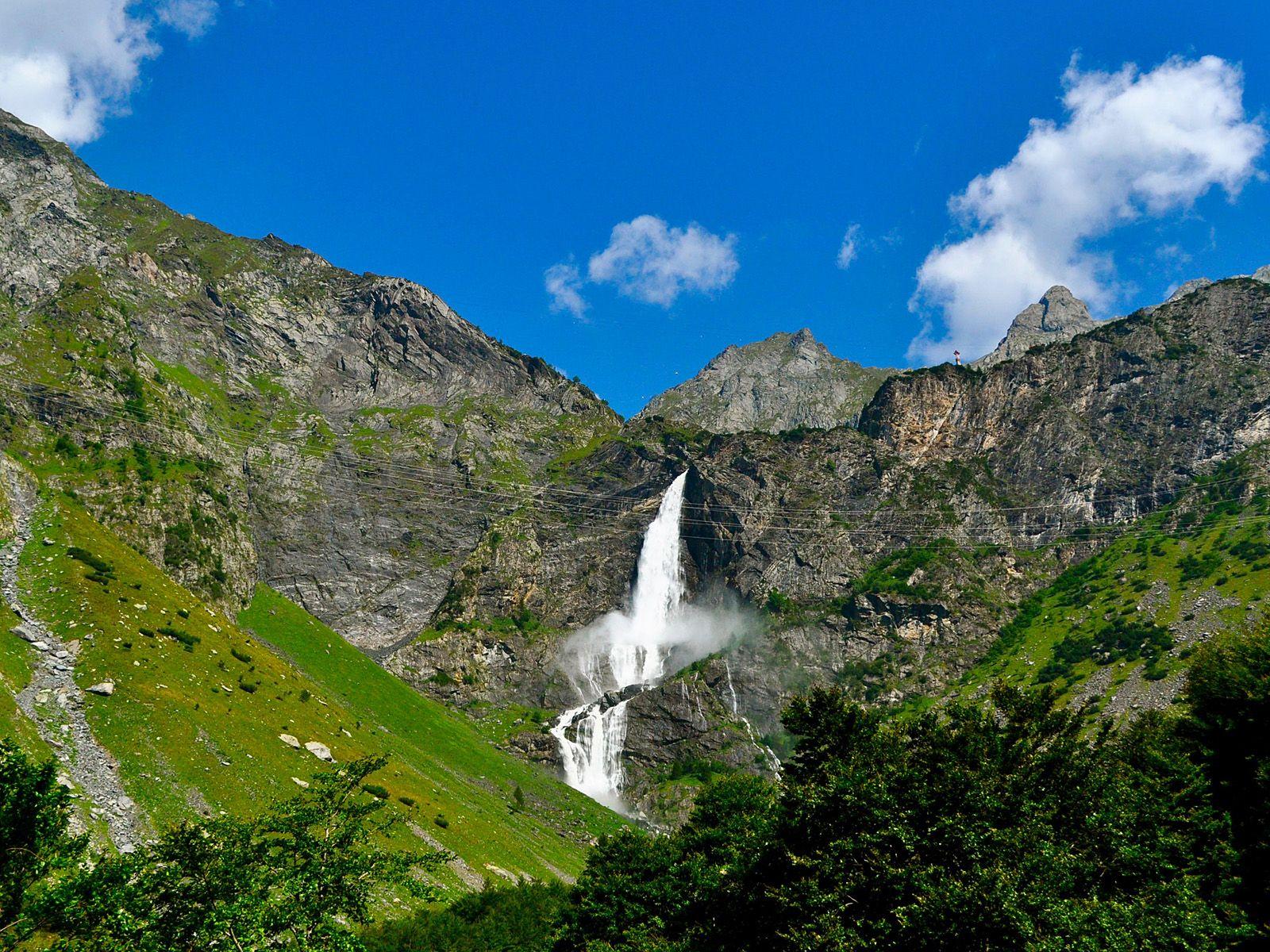 Пейзаж водопада Серио