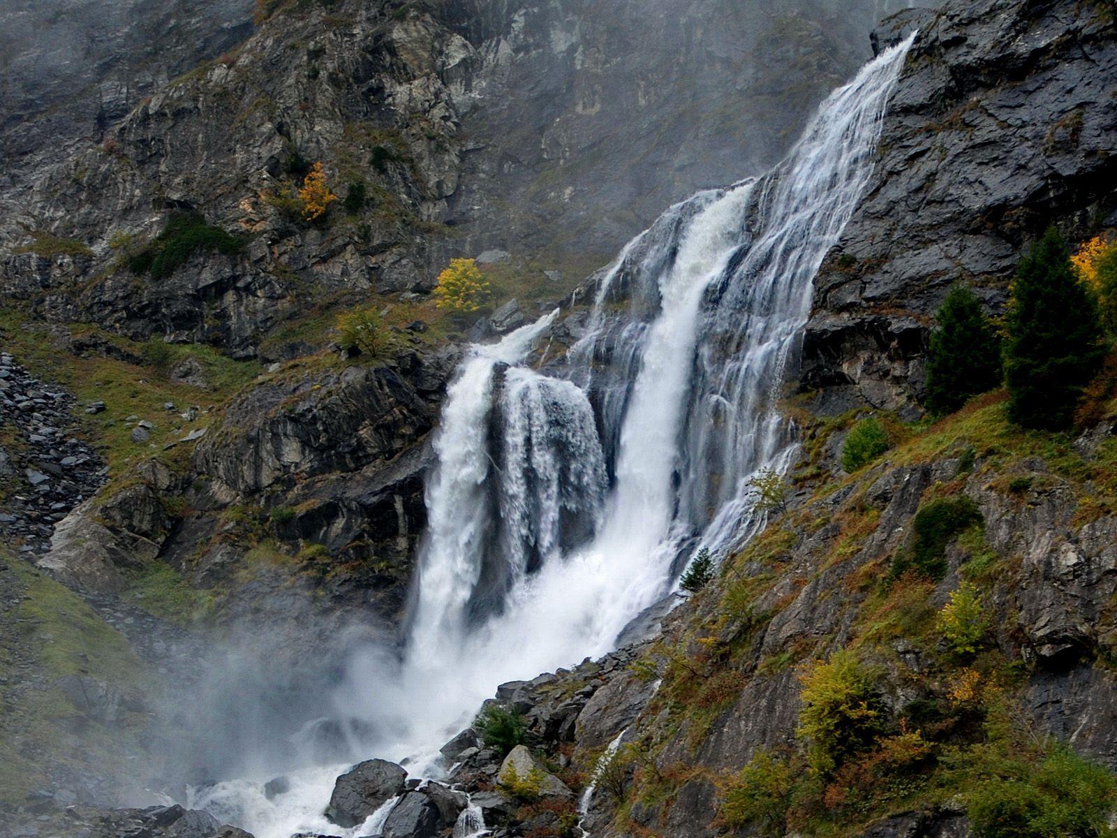 Нижний поток водопада Серио