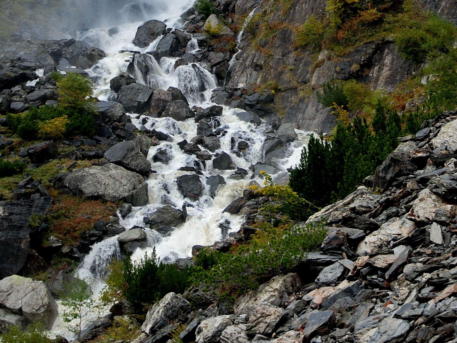 Верхний поток водопада Серио