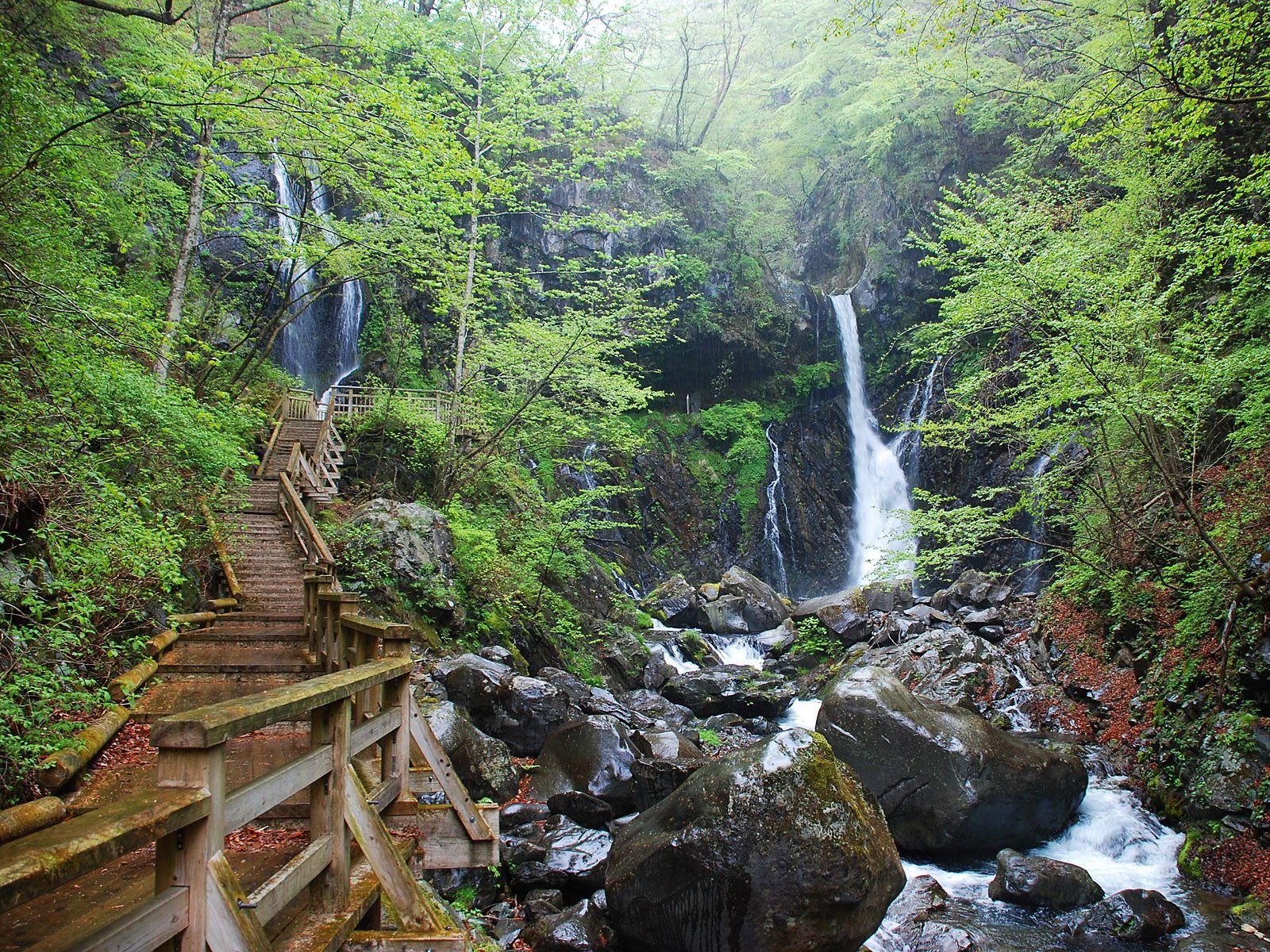 Вдоль каскада водопада Кэгон