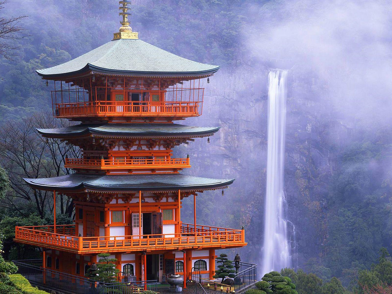 Водопад Нати издалека