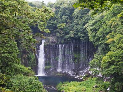 Водопад Шираито издалека