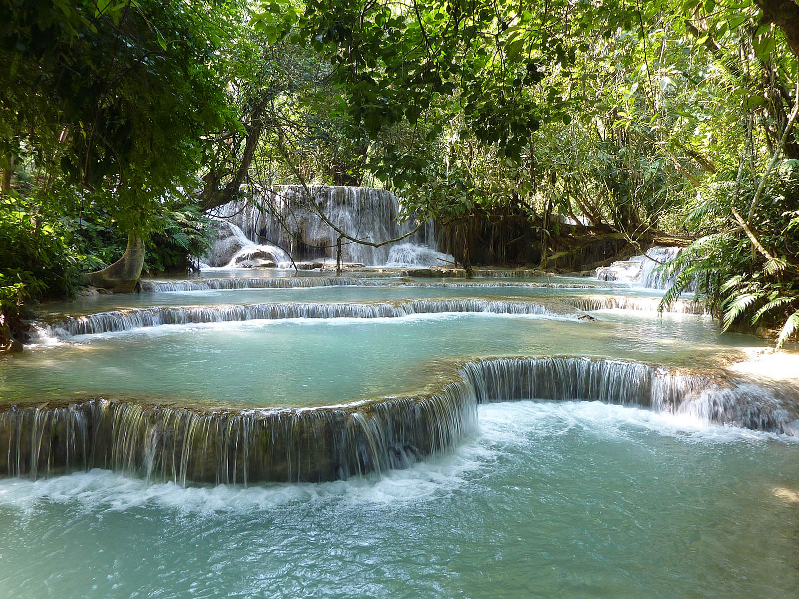 Ступени к водопаду Тат Куанг Си