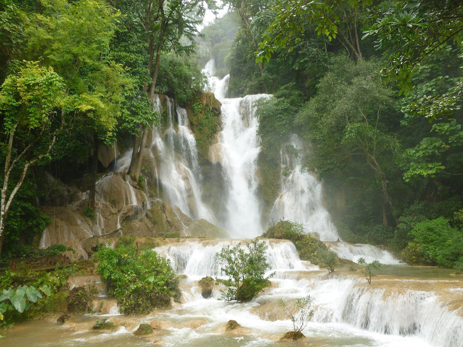 Живописный водопад Тат Куанг Си