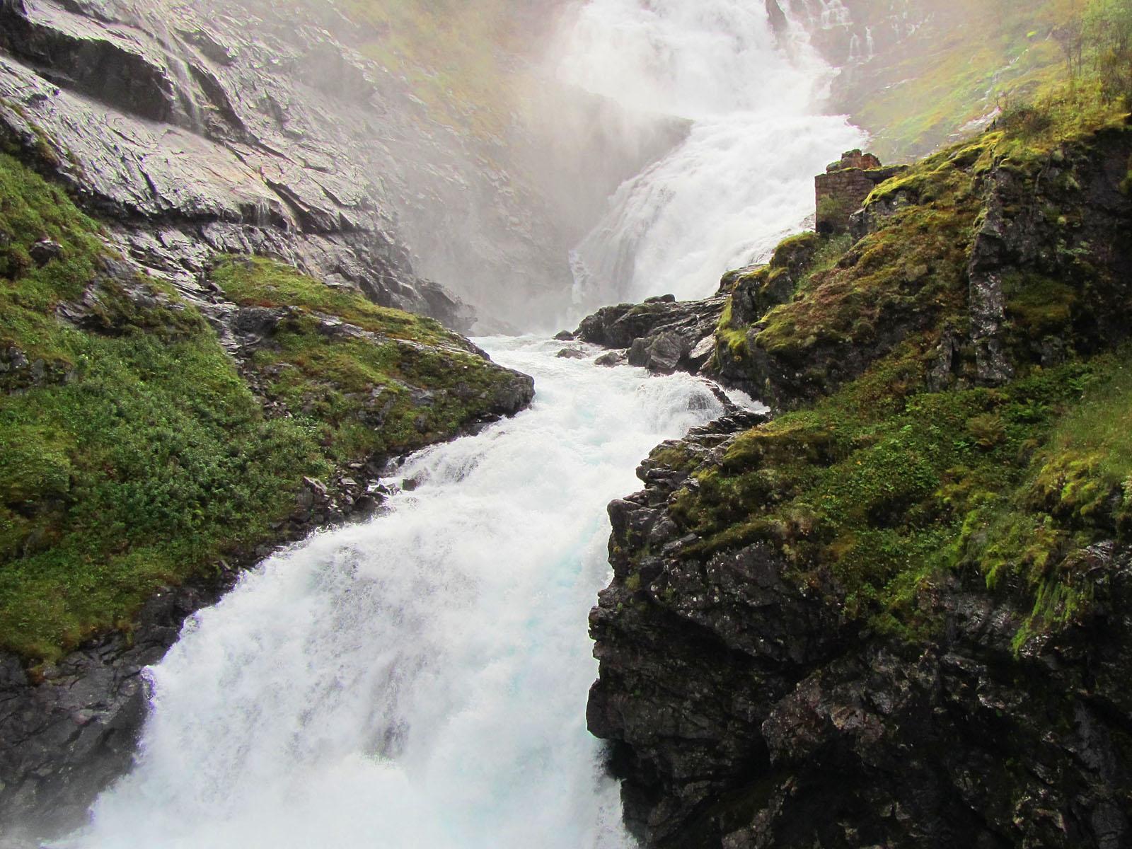 Вид на водопад с моста