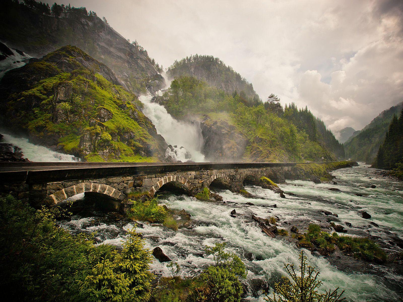 Пейзаж водопада Лангфоссен
