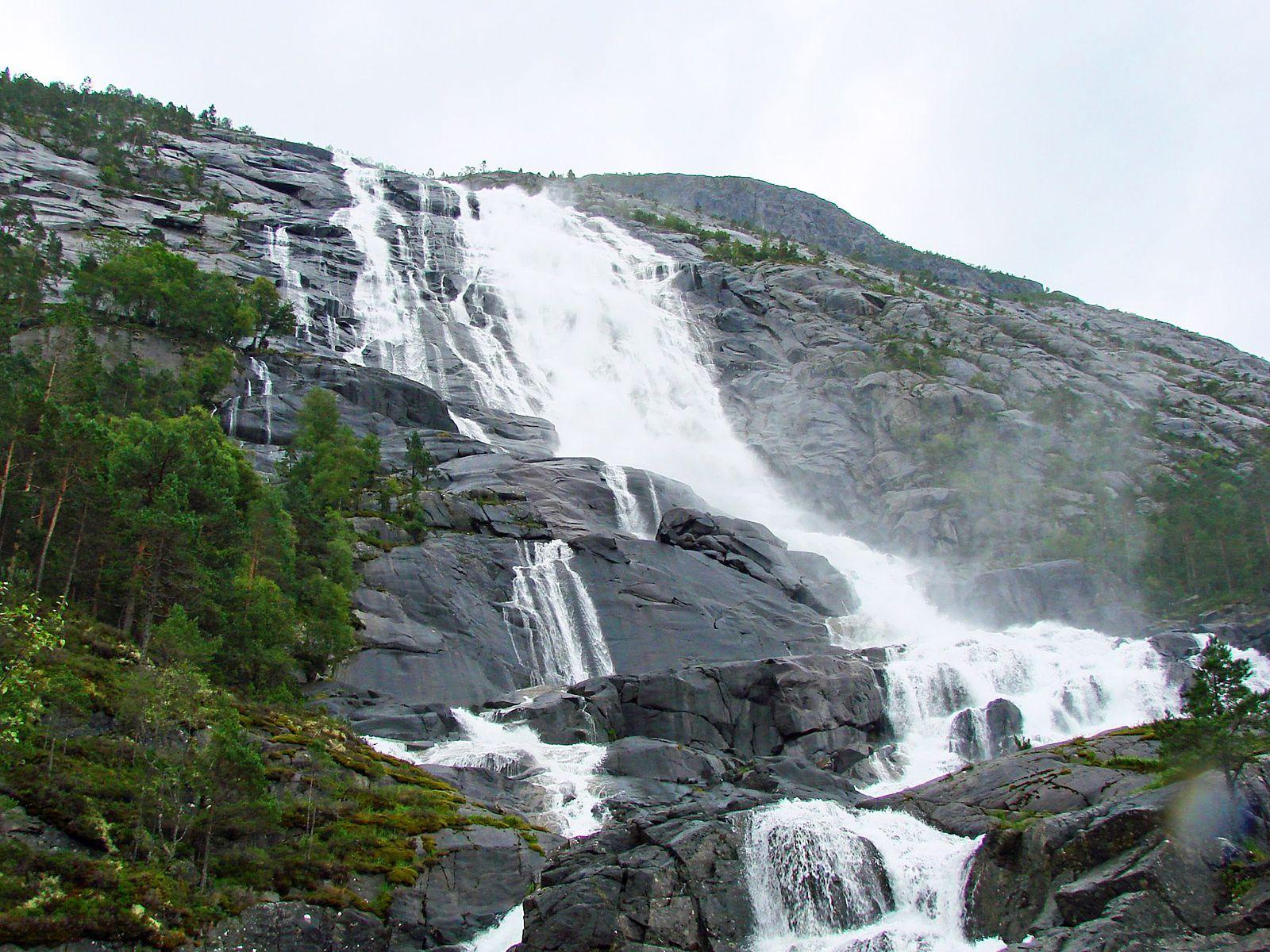 Водопад Лангфоссен вблизи