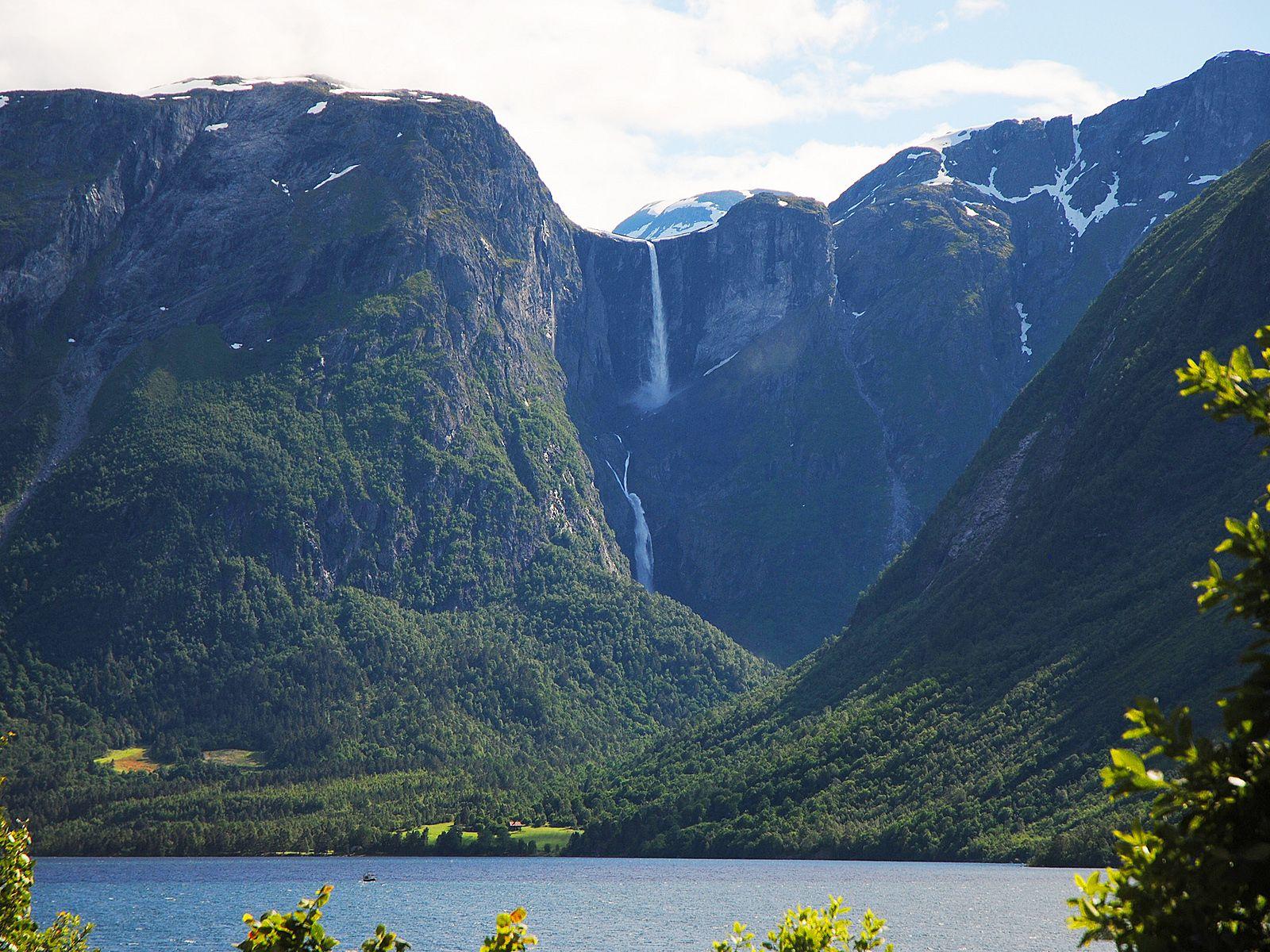 Пейзаж у водопада Мардалсфоссен