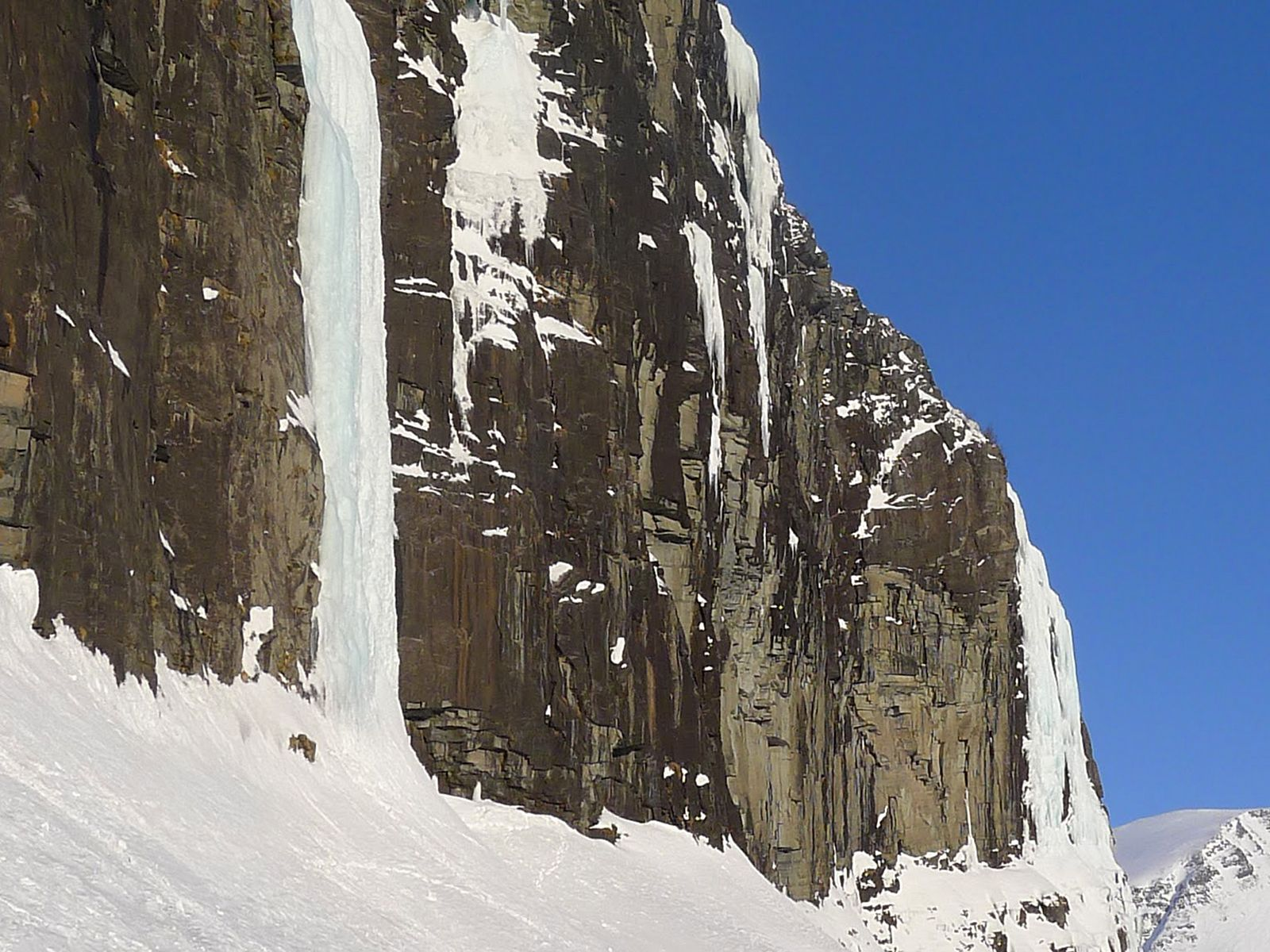 Водопад Виннуфоссен зимой