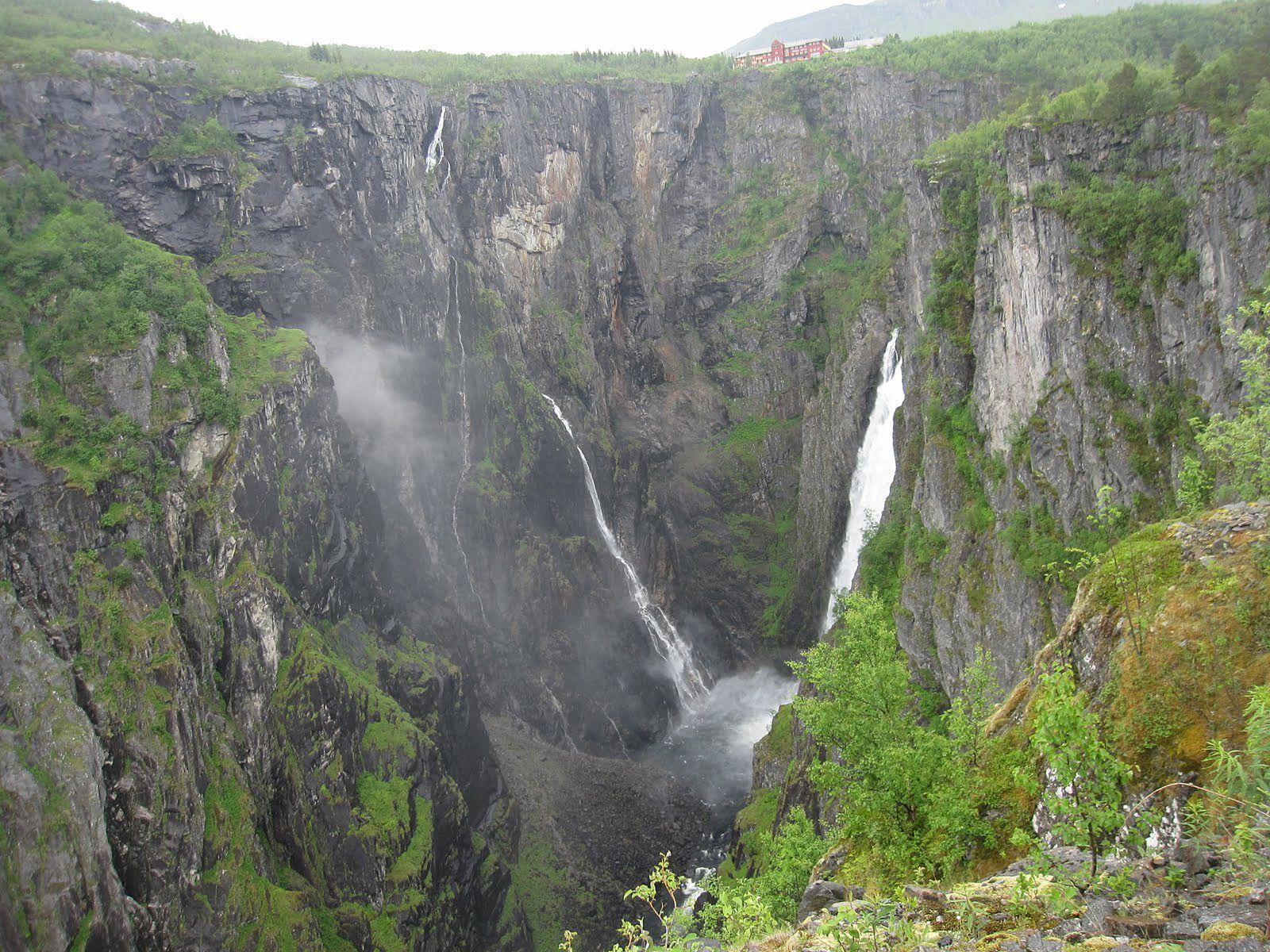 Ущелье и водопад Вёрингсфоссен